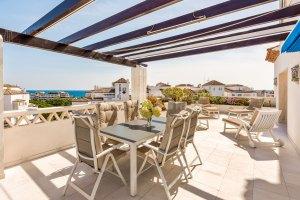 Corner beachside duplex penthouse with sea views