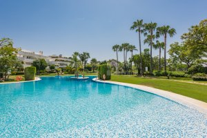 Exceptional Apartment in Prime Golf Location with 24h Security