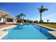 Villa for rent in La Cerquilla, Nueva Andalucia