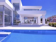 Villa for sale in Puerto del Capitan, Benahavis