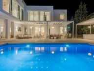 Villa for sale in Lagomar, Nueva Andalucia