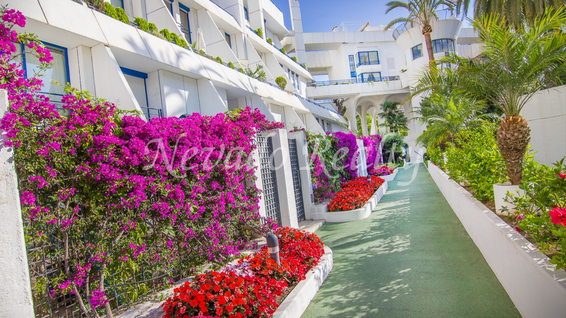 Spacious 2º line beach apartment in Marbella center