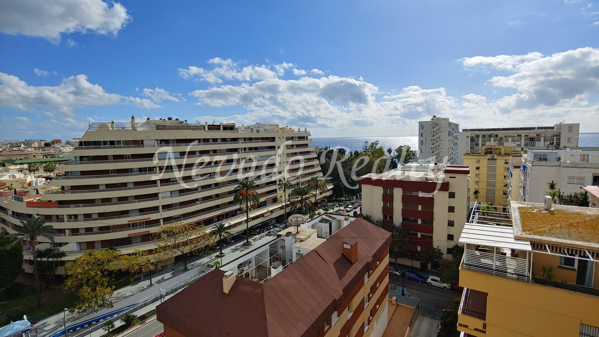 Beachside penthouse to refurbish with large terraces in the center of Marbella