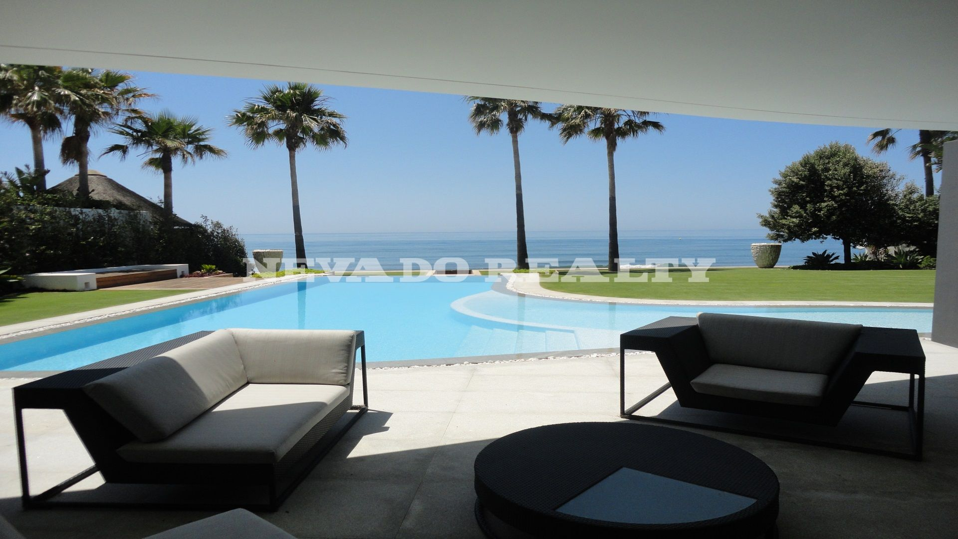 First line beach modern villa in Los Monteros