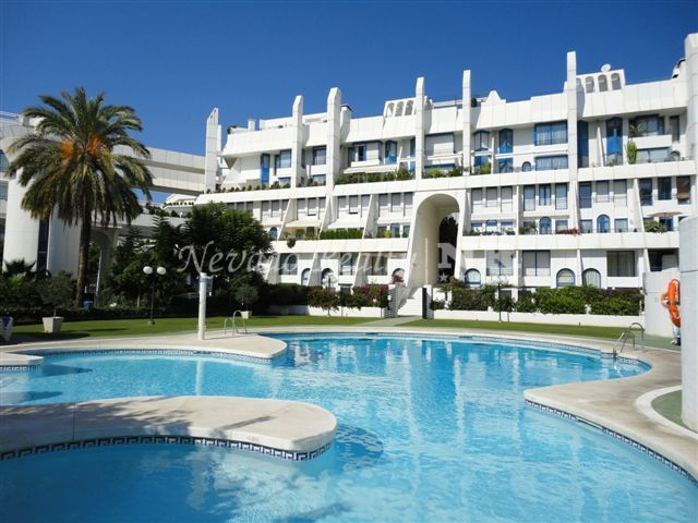 Beautiful ground floor apartment located in Marbella Centre, in a second line beach complex.