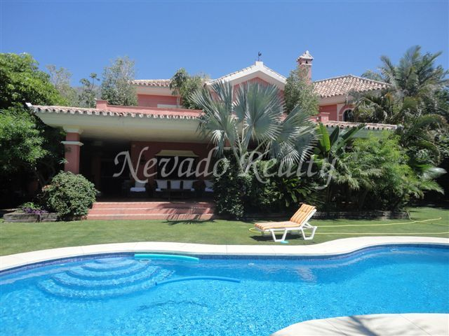 Elegant rustic style villa close to Marbella center, with sea and mountain views.