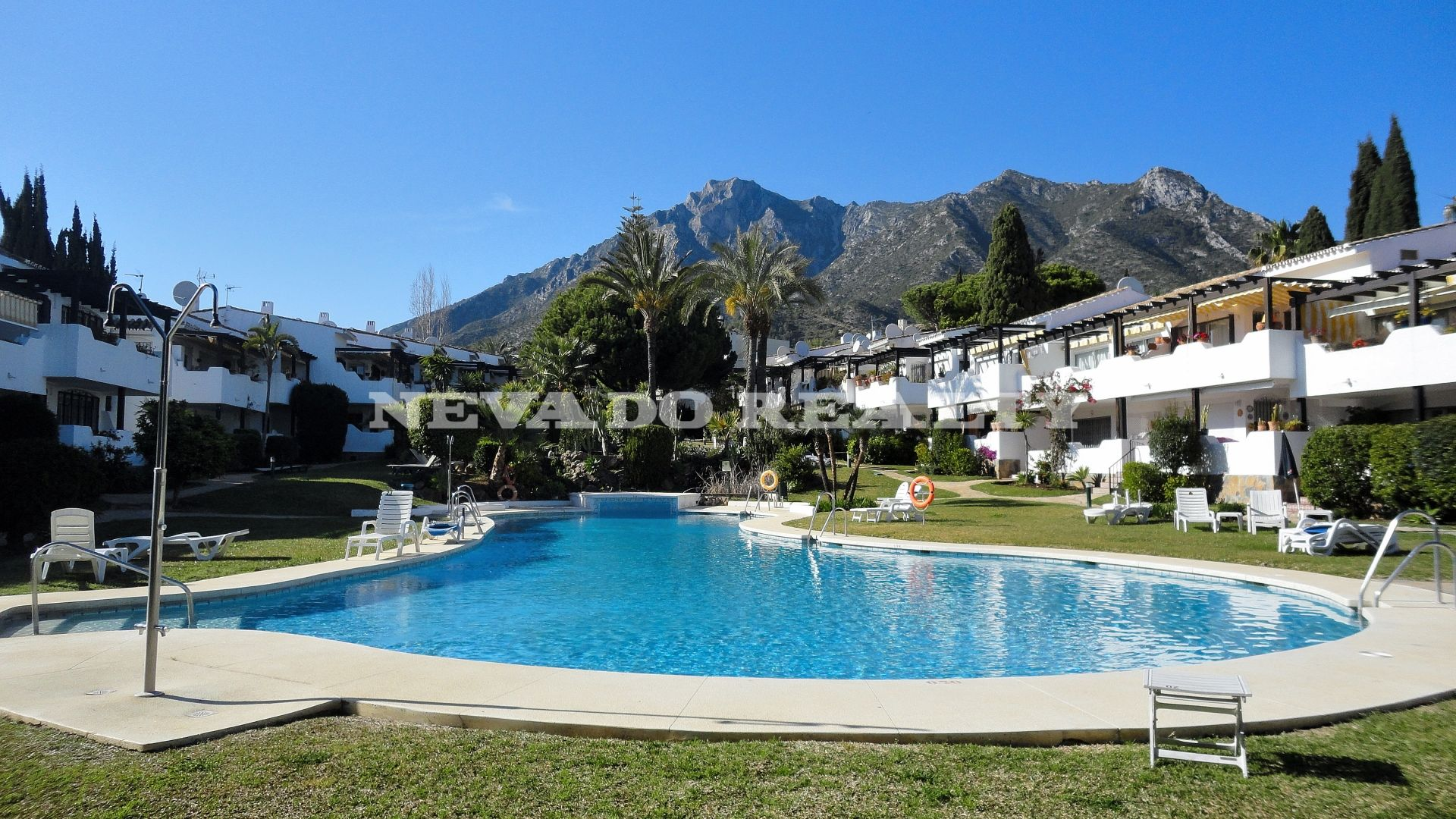 Cozy refurbished penthouse for sale in the Marbella Golden Mile