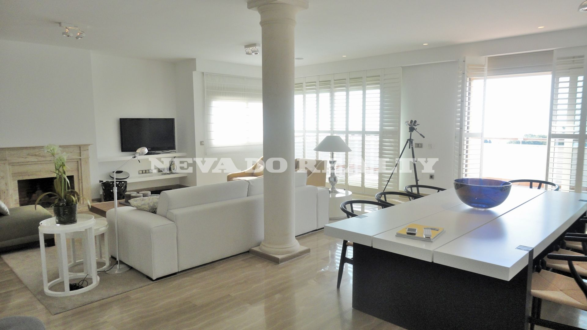 Duplex penthouse apartment in Marbella Golden Mile ready to live in and with sea views