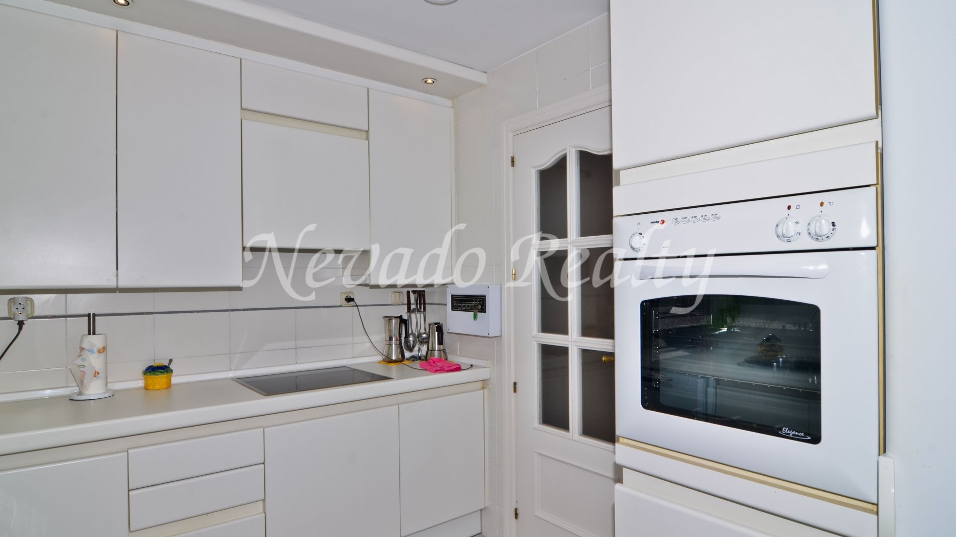 Location and privacy, second line beach apartment in Marbella Center