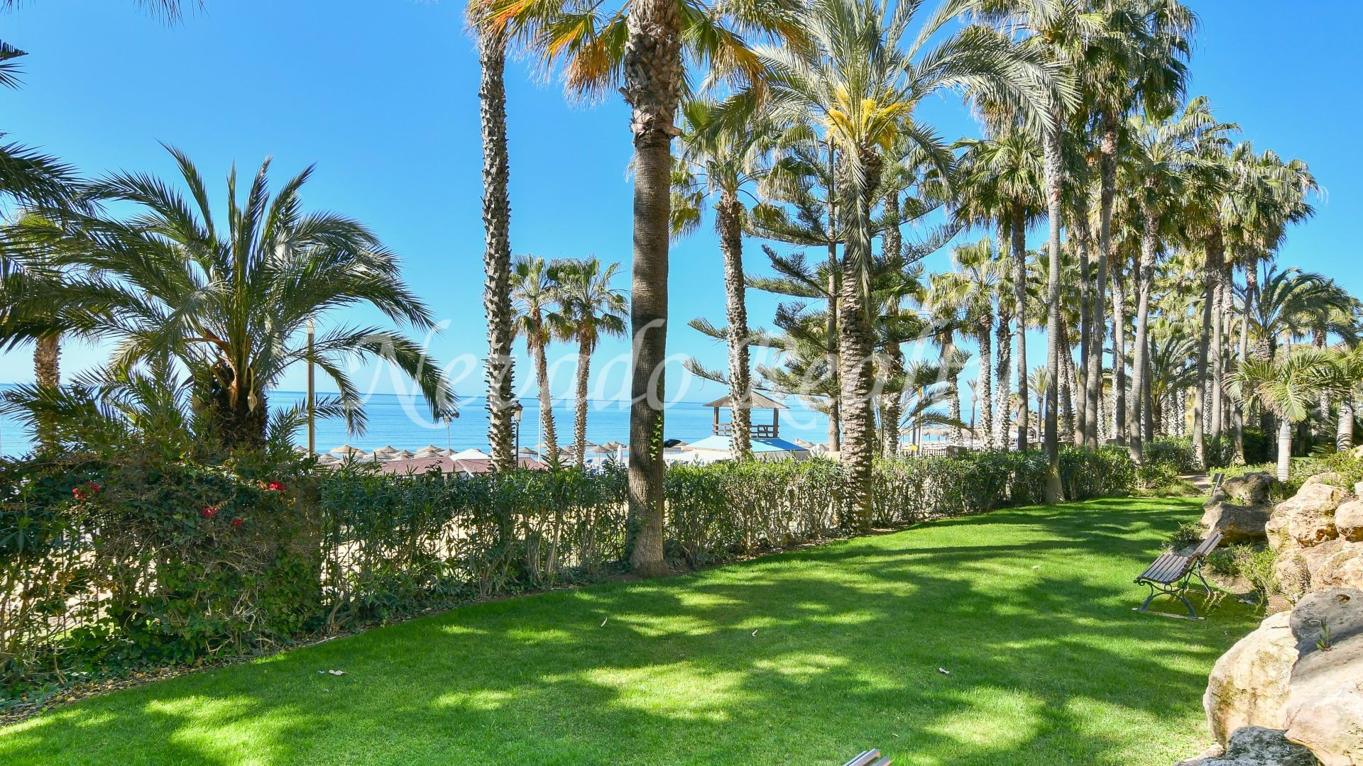 Large family apartment for sale in Las Cañas Beach Marbella