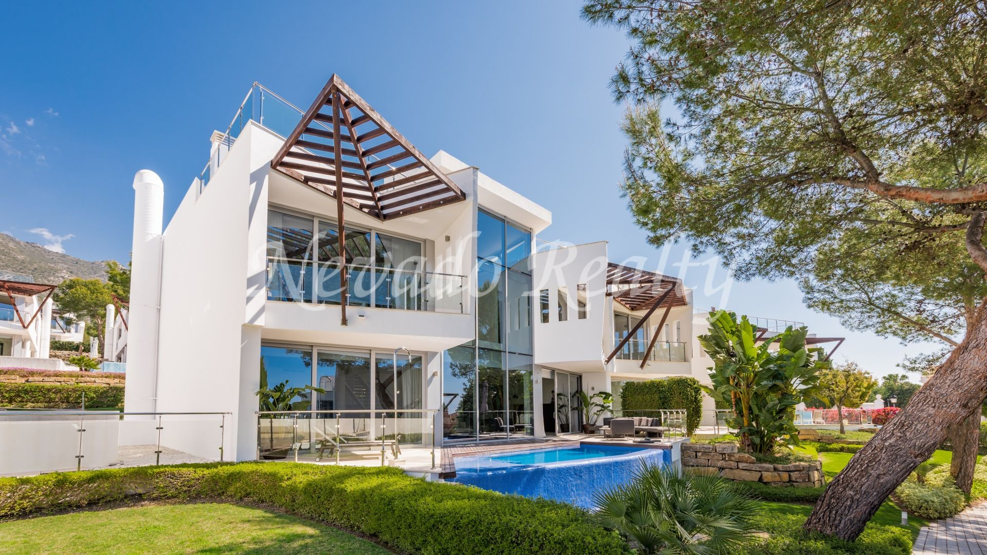 Stunning luxury townhouse for sale in Sierra Blanca Marbella