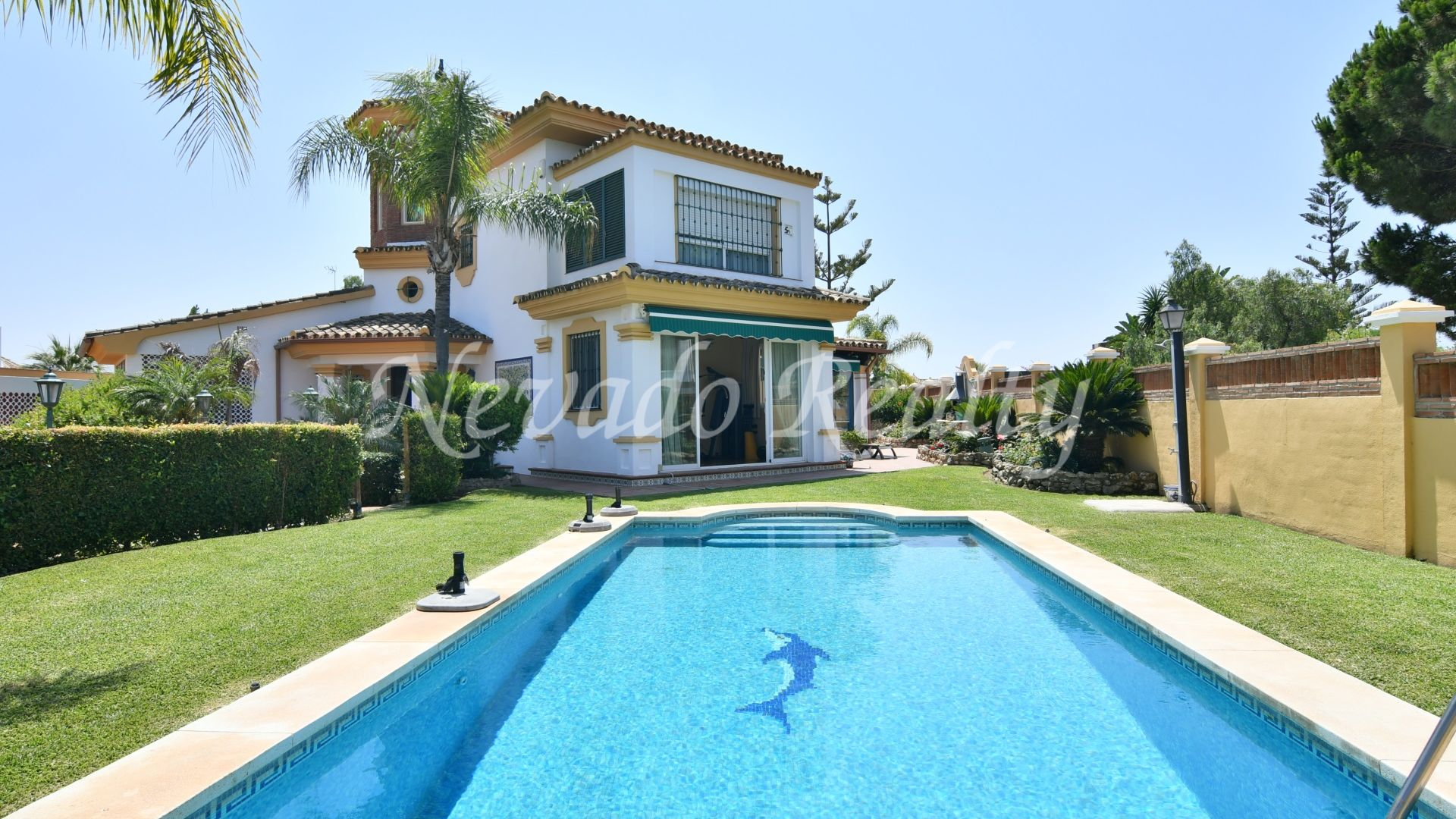 Family beachise house with private pool for sale in Las Chapas