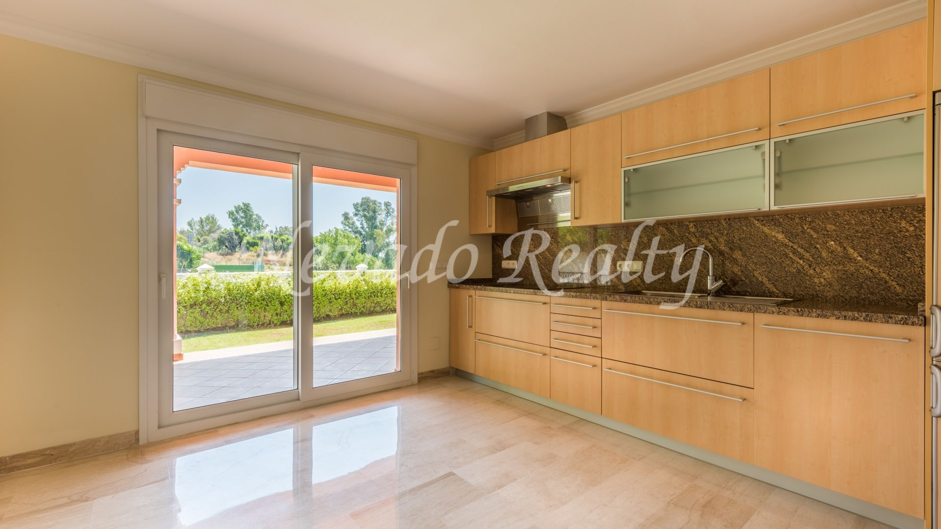 Villa for sale on the first line of the golf course in Guadalmina