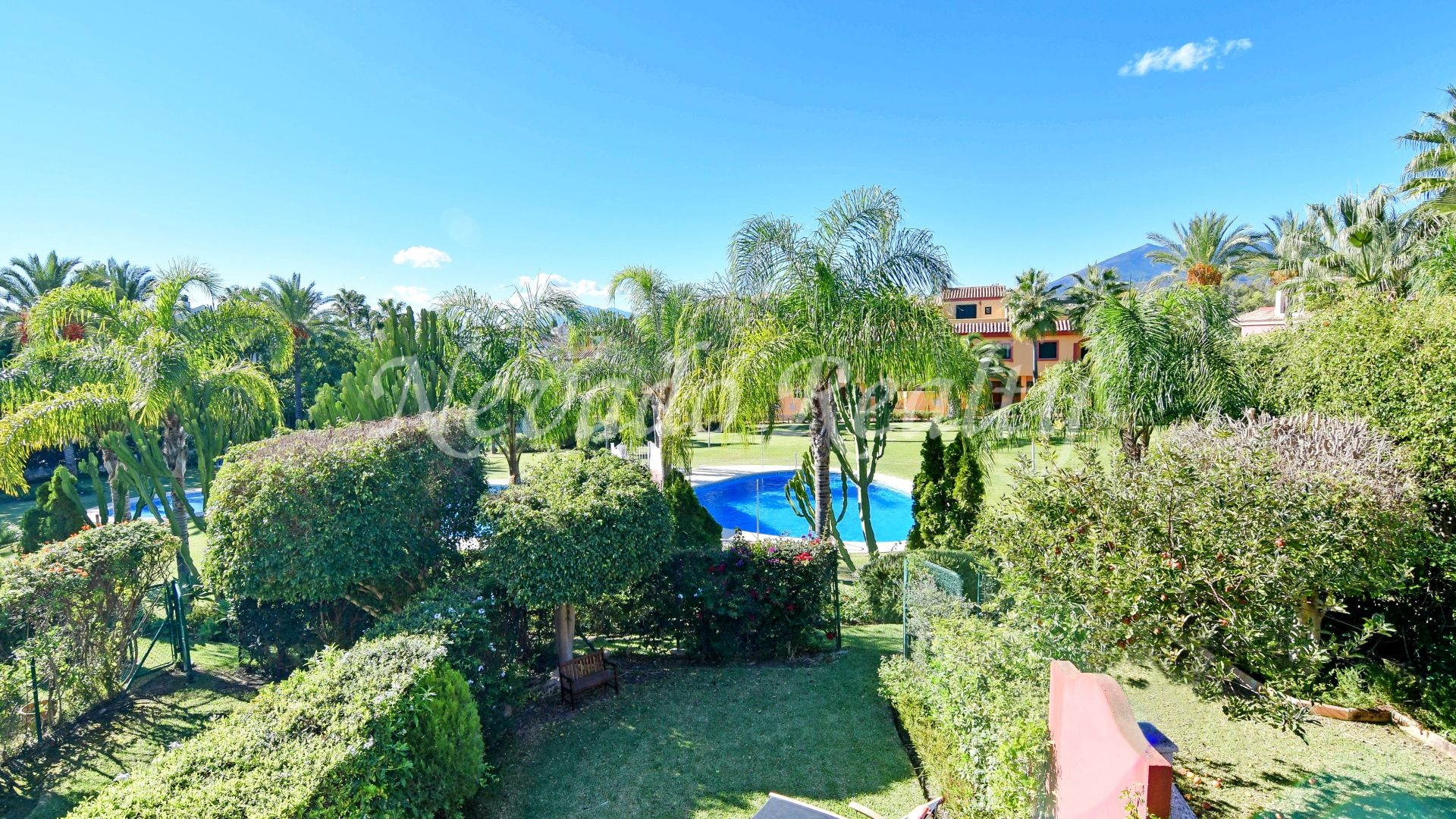 Fantastic family townhouse for sale near the beach and all services