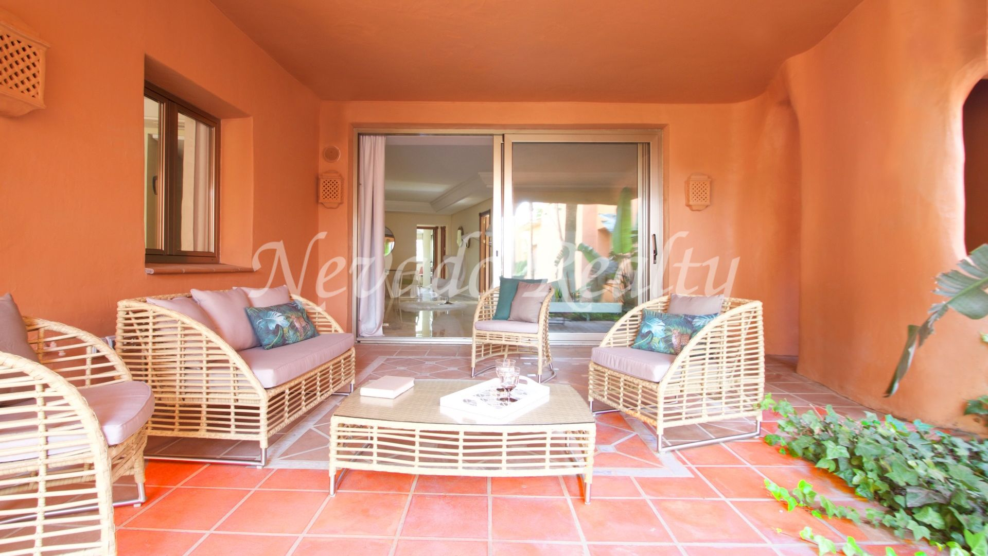 Ground floor apartment with private garden in a luxurious complex facing the beach
