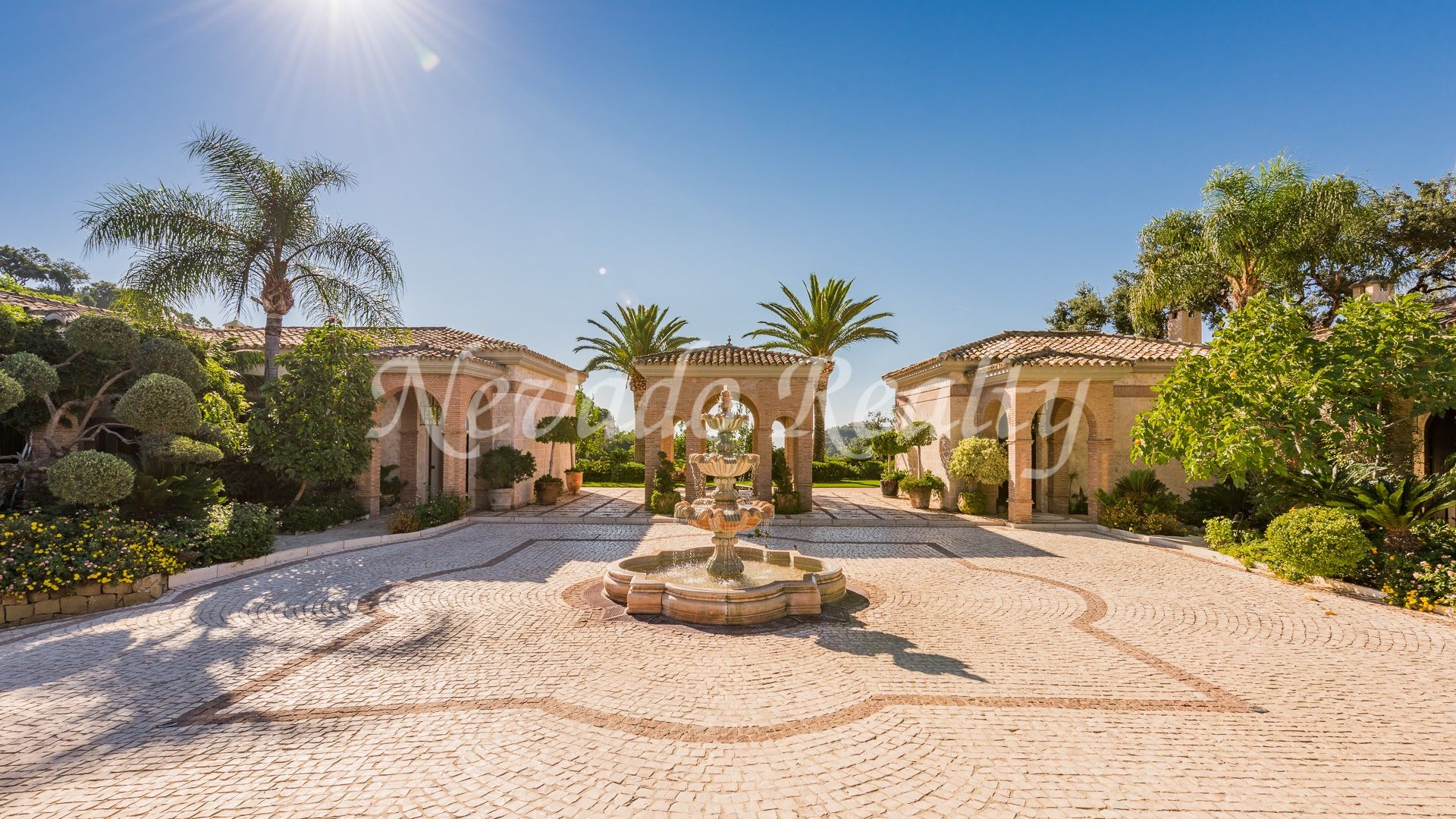 Villa with large plot and panoramic sea and golf views within an exclusive club and golf Resort