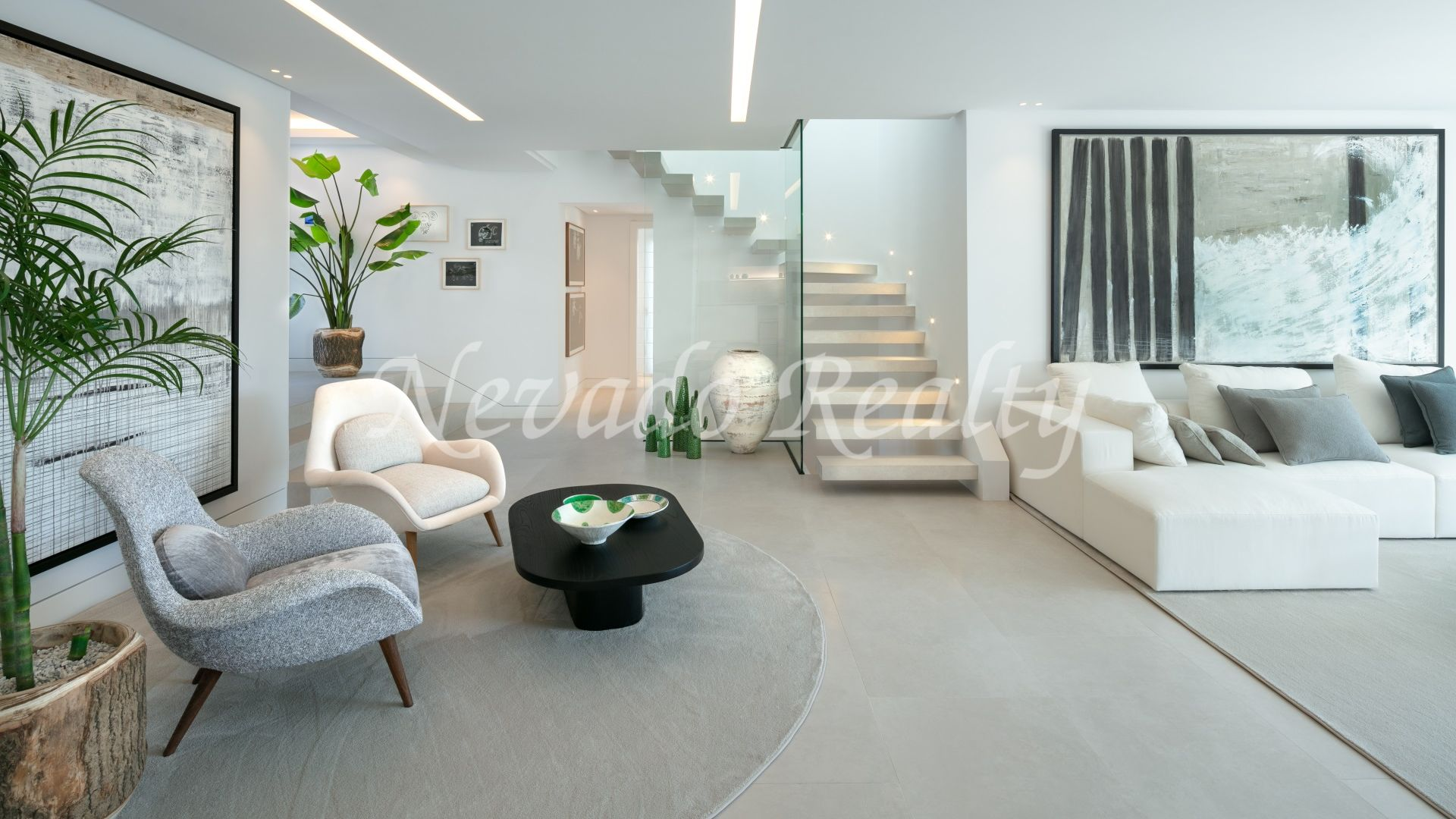 Refurbished contemporary style villa in the heart of the Golf Valley
