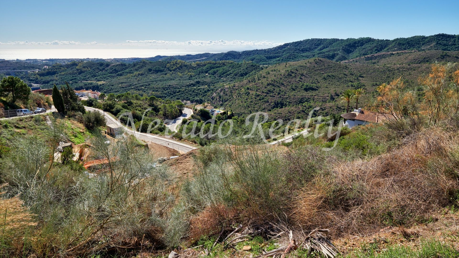 Plot with panoramic sea and mountain views close to the golf course