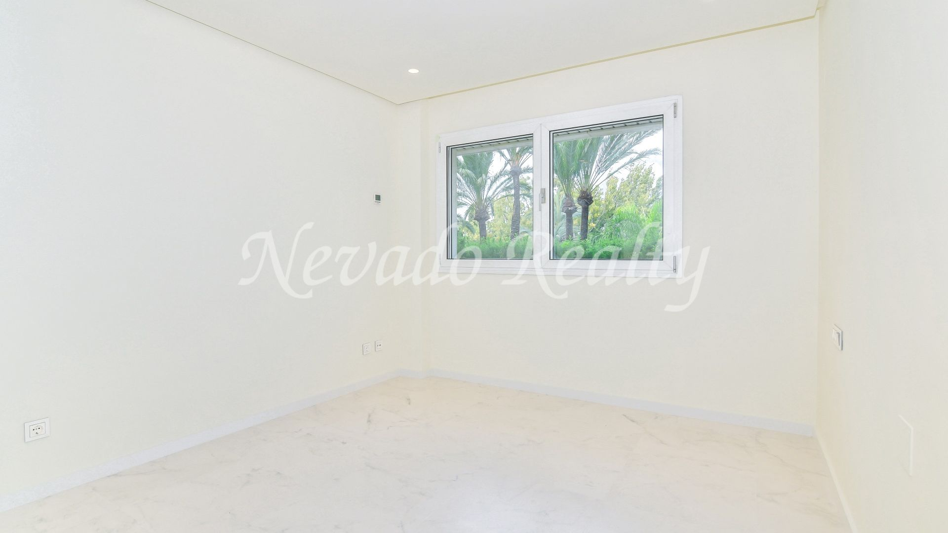 Fully refurbished apartment for sale in a well known building just steps from the beach