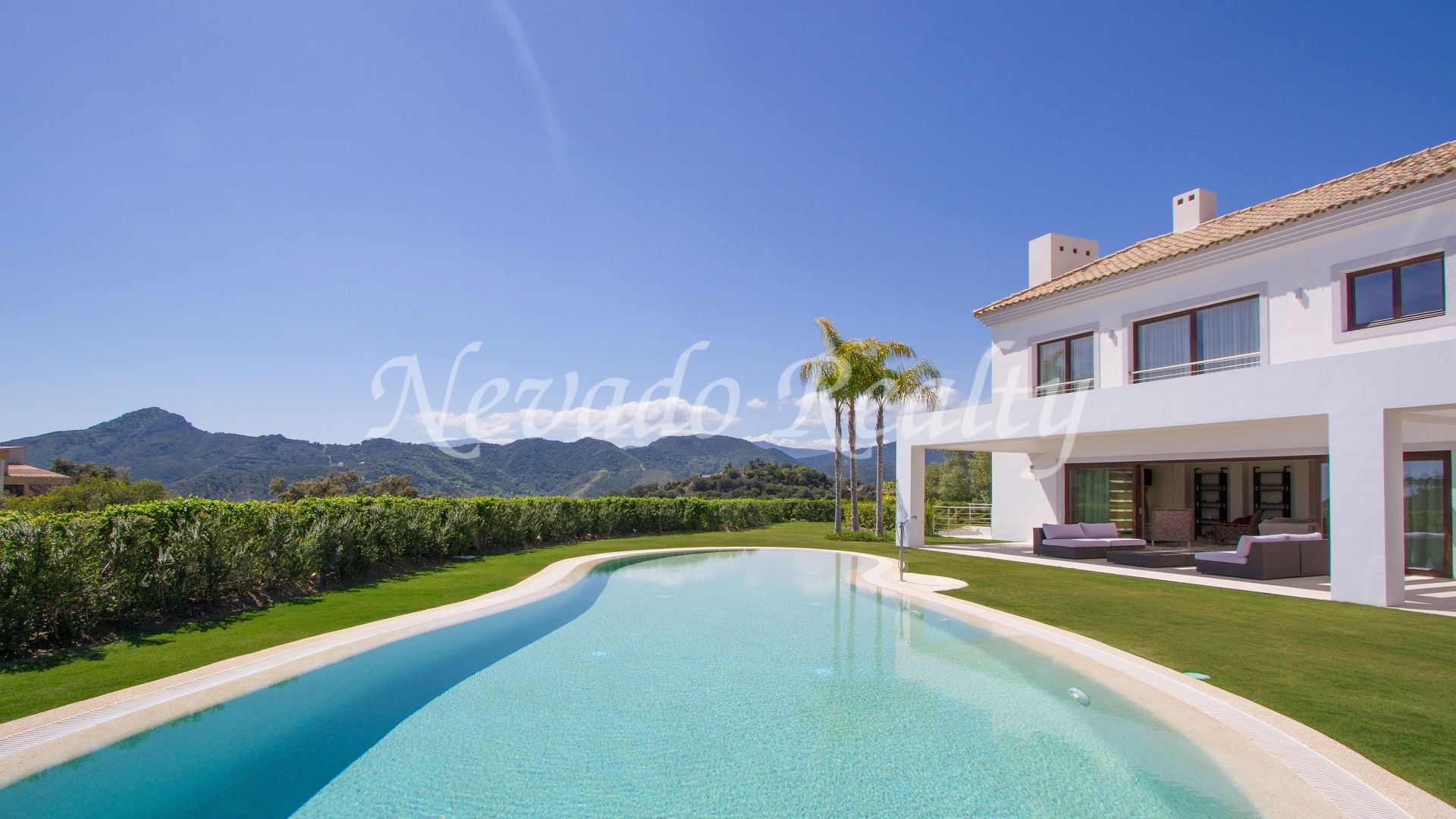 Fantastic villa for sale within an exclusive golf and country club, La Zagaleta