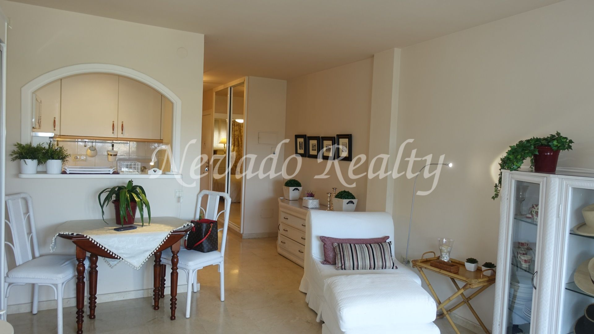Cozy apartment for sale within walking distance from Puerto Banús