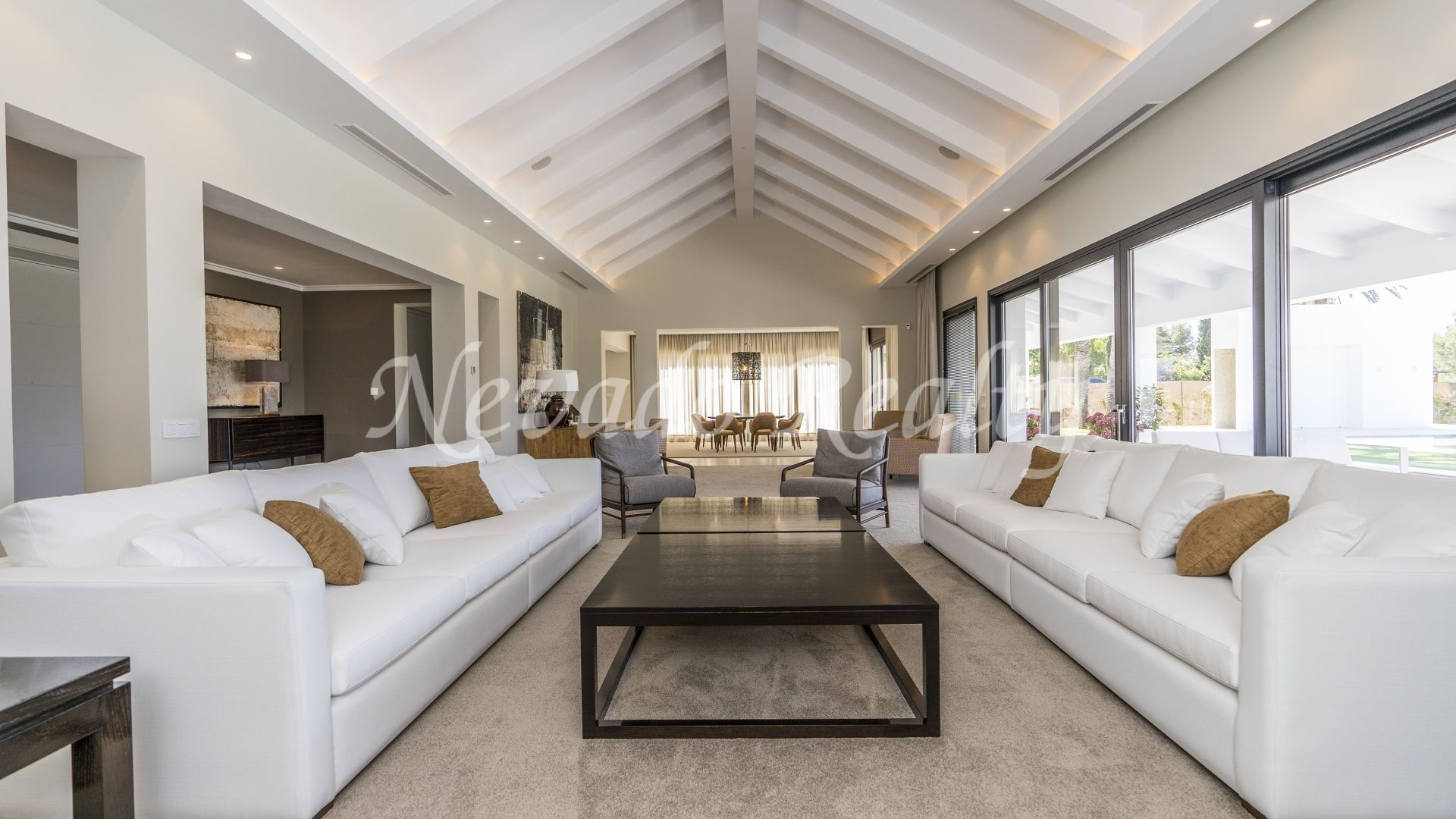 Built on one floor modern style villa on large plot with sea views for sale in Sierra Blanca