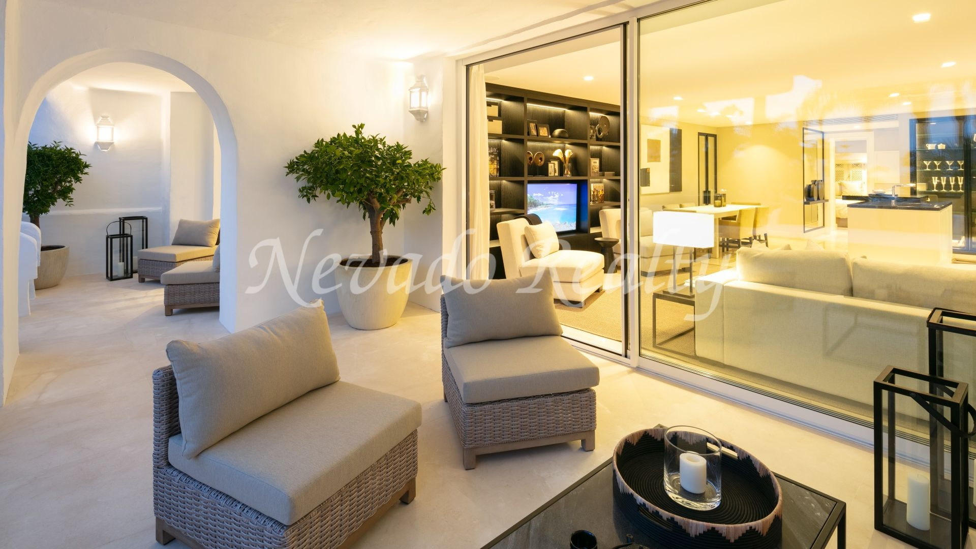 Elevated ground floor luxury apartment in privileged location