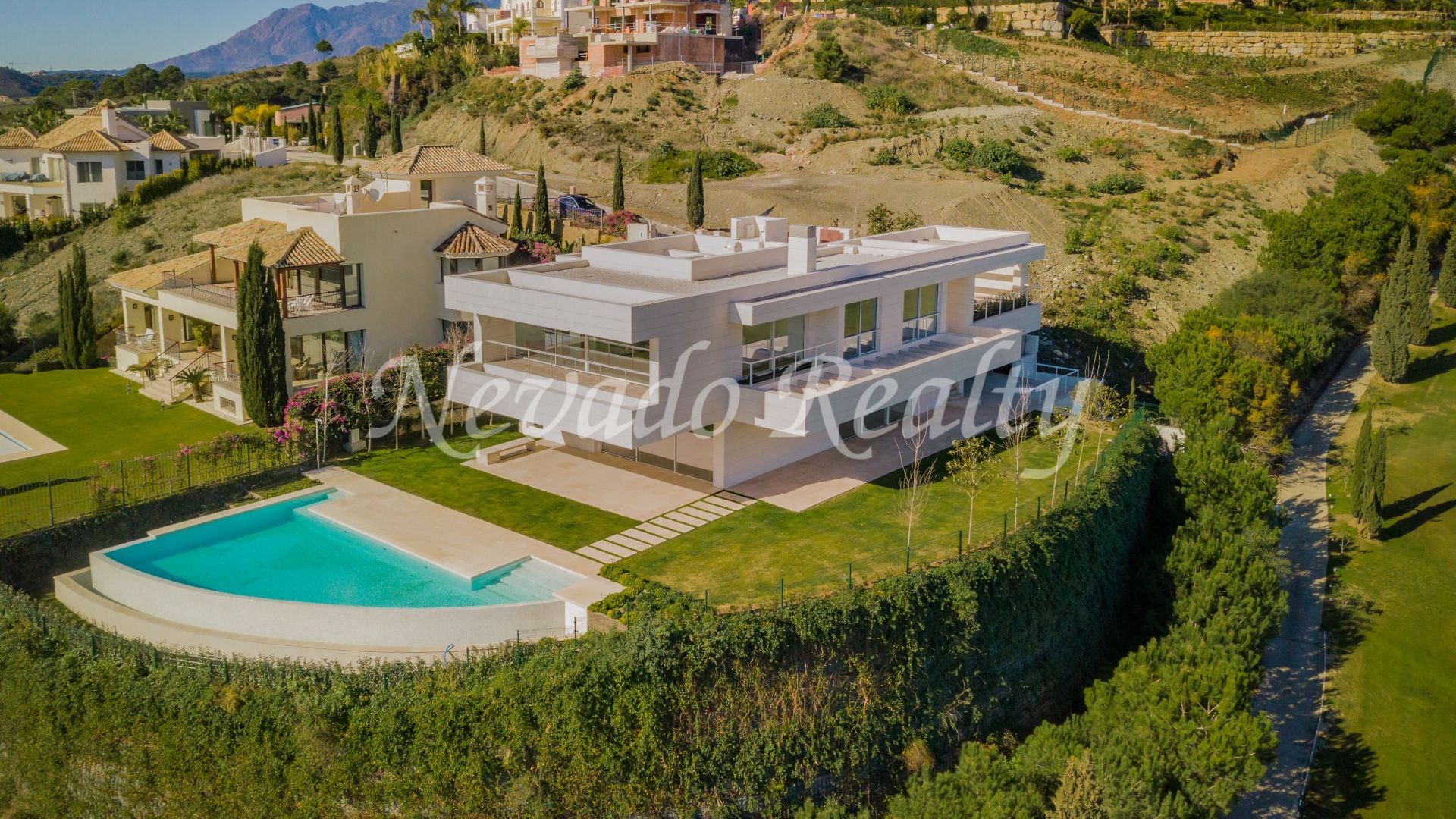 Spectacular views and frontline golf, brand new villa in Los Flamingos