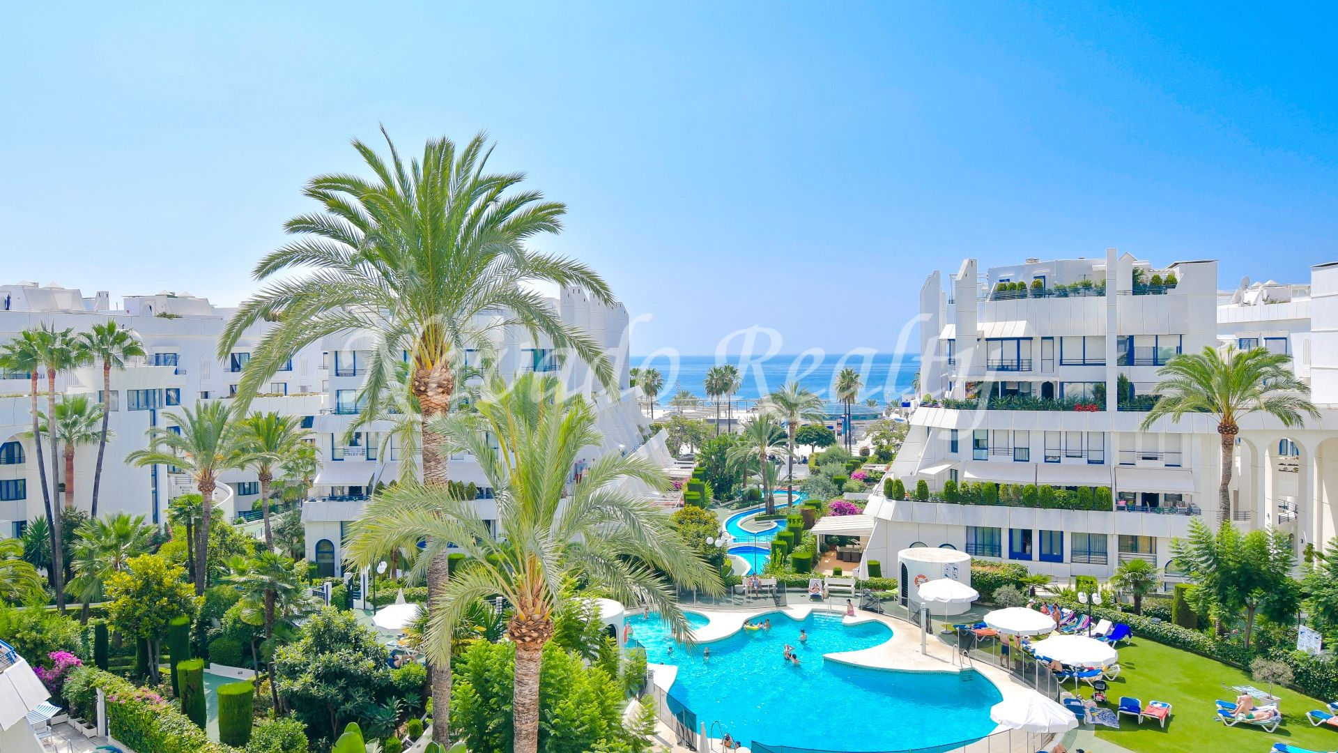 Sunny apartment for sale with private pool in Marbella Centre