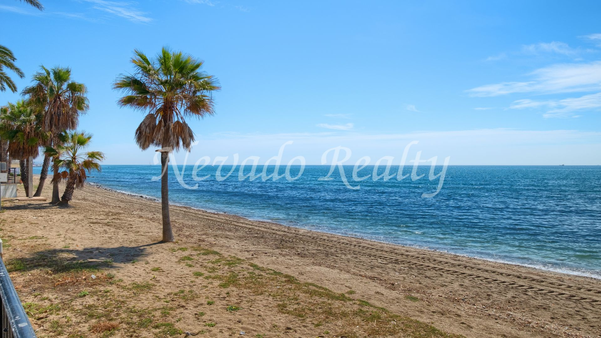 Spacious fully refurbished apartment for sale just steps from the beach in Marbella