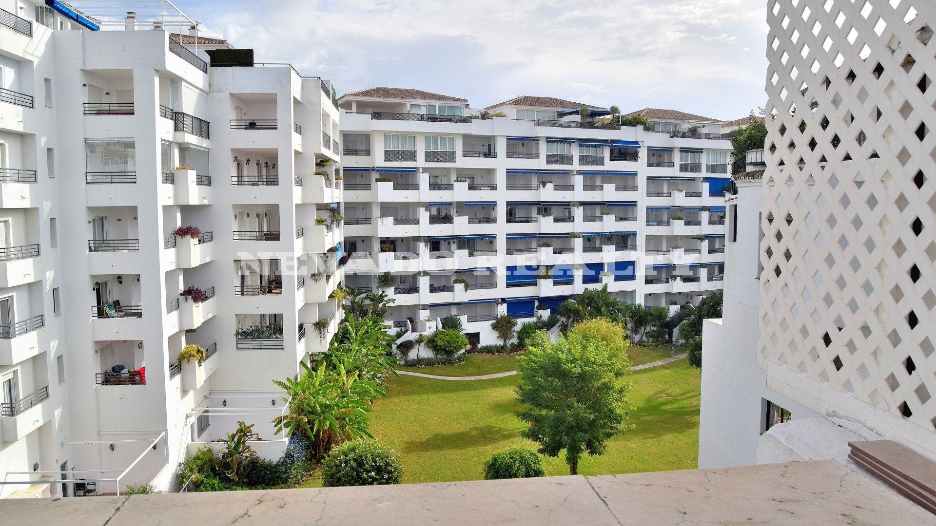 Appartement vendre dans le coeur de puerto banus for Jardines del puerto puerto banus
