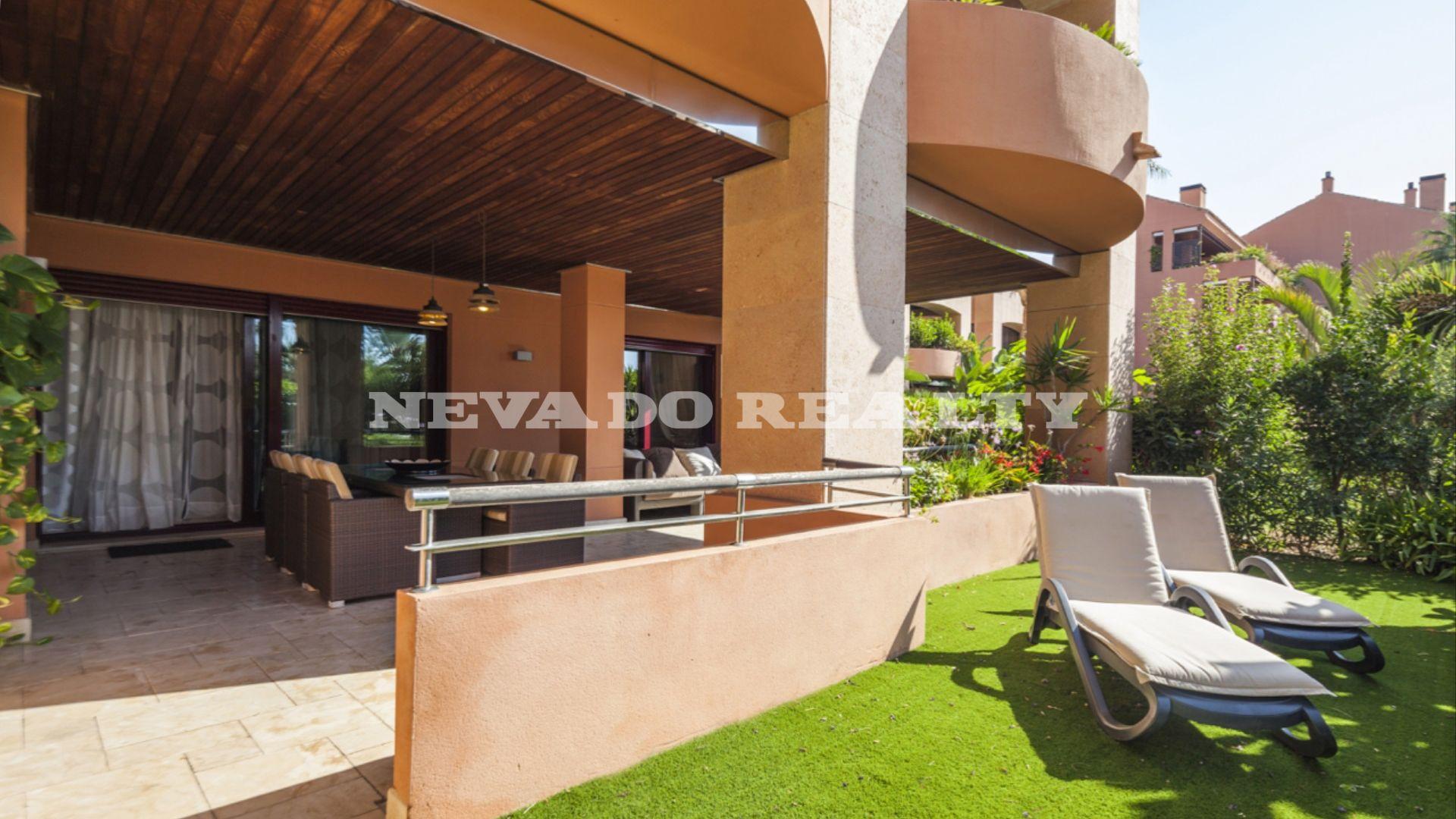 Luxurious ground floor garden apartment next to the beach in Puerto ...
