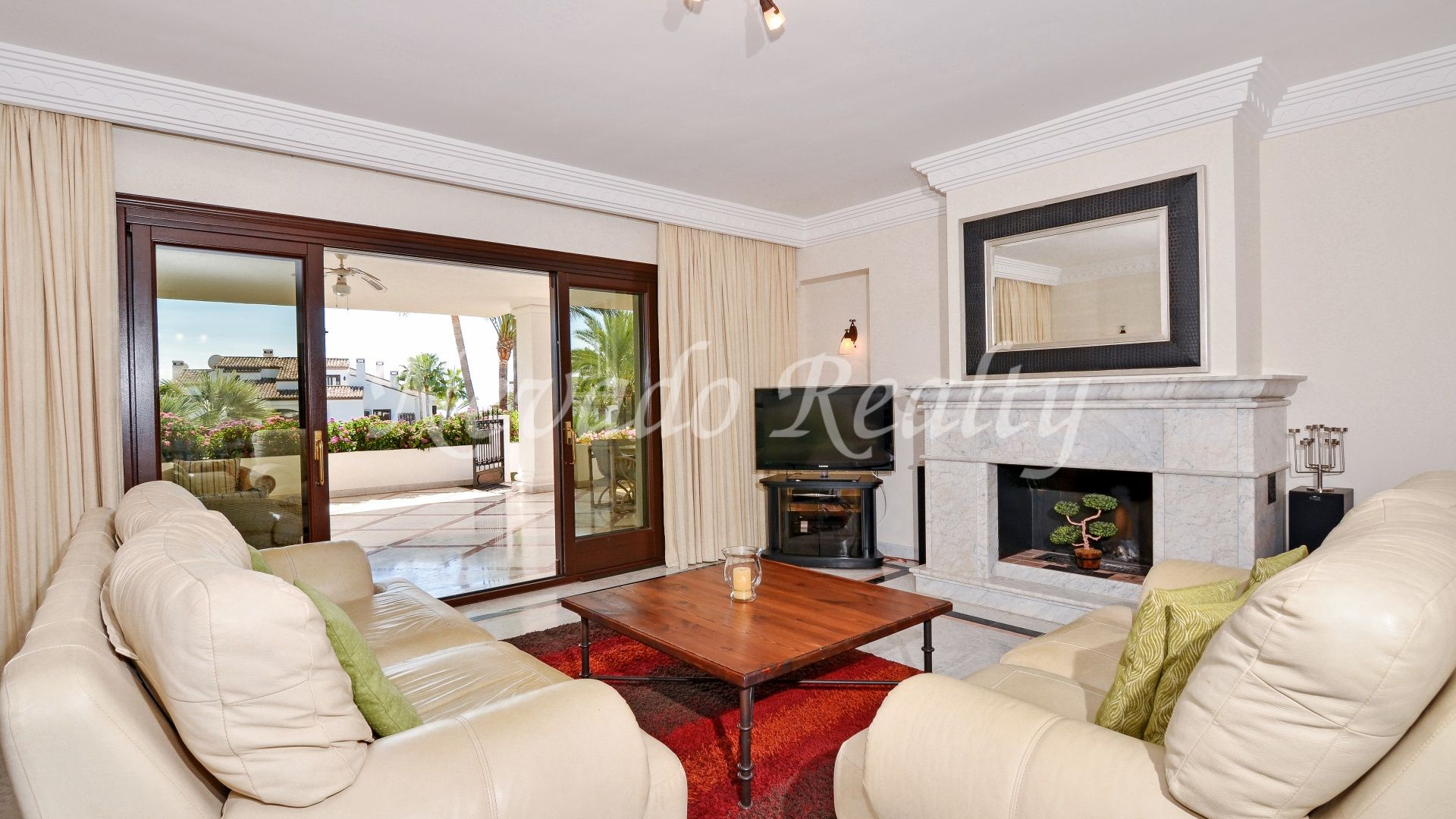 Magnificent apartment for sale with nice sea views in luxury complex