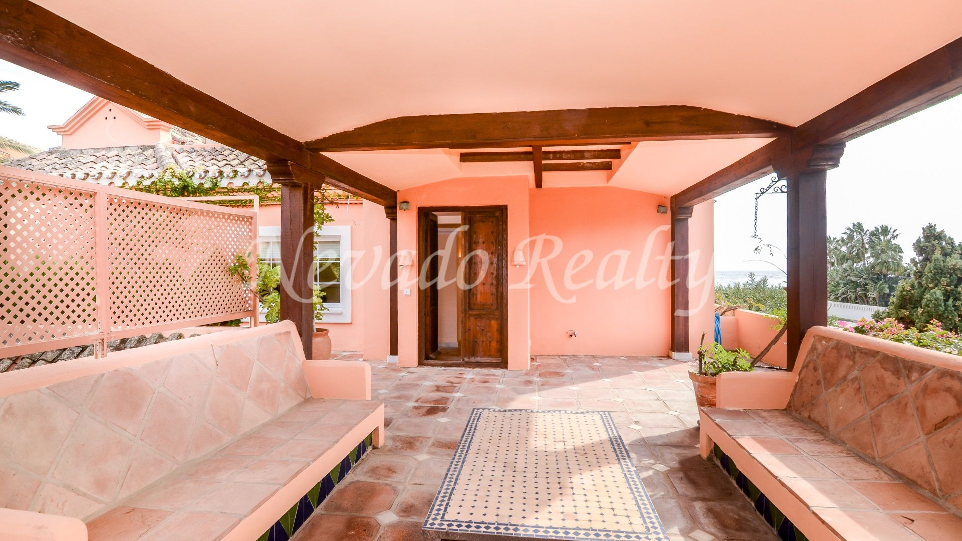 Charming villa in first line golf and beach in Guadalmina Baja