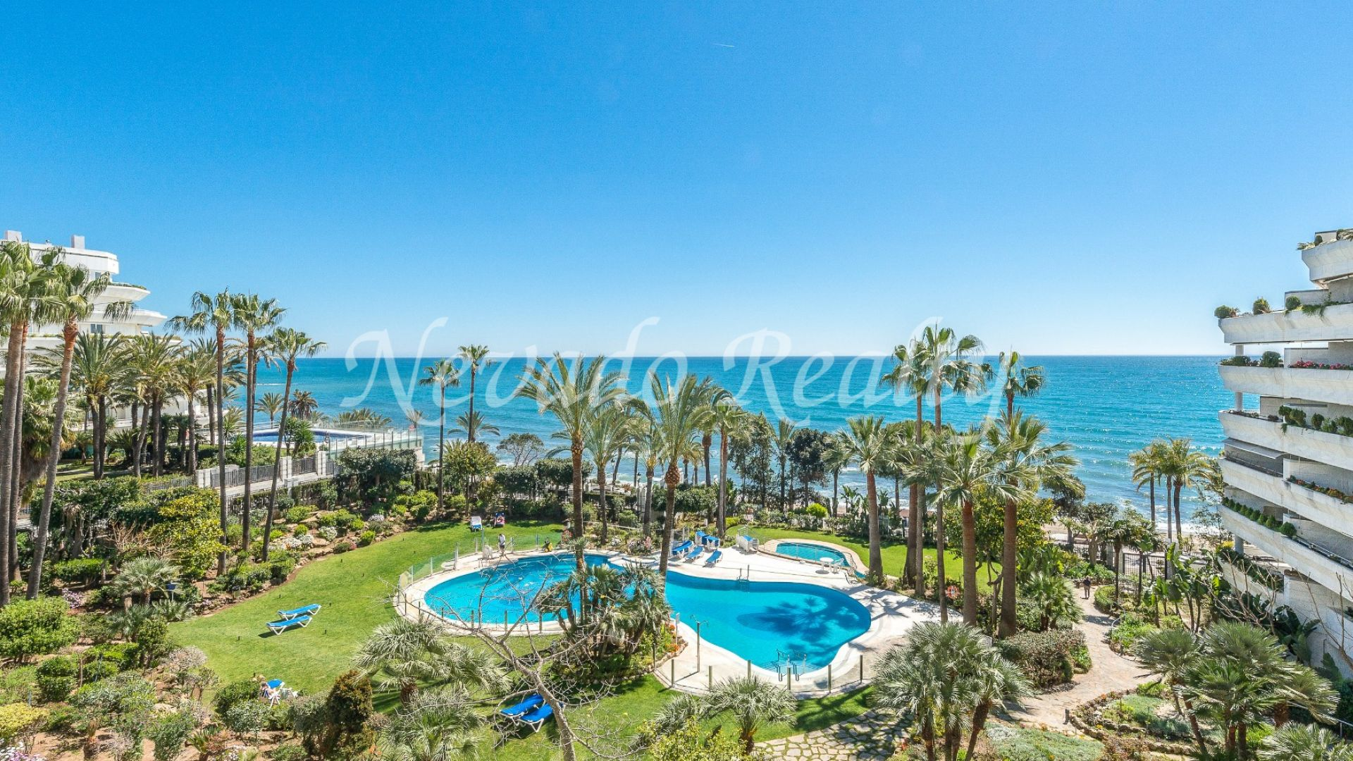 Beachfront sea views apartment for sale in Gran Marbella