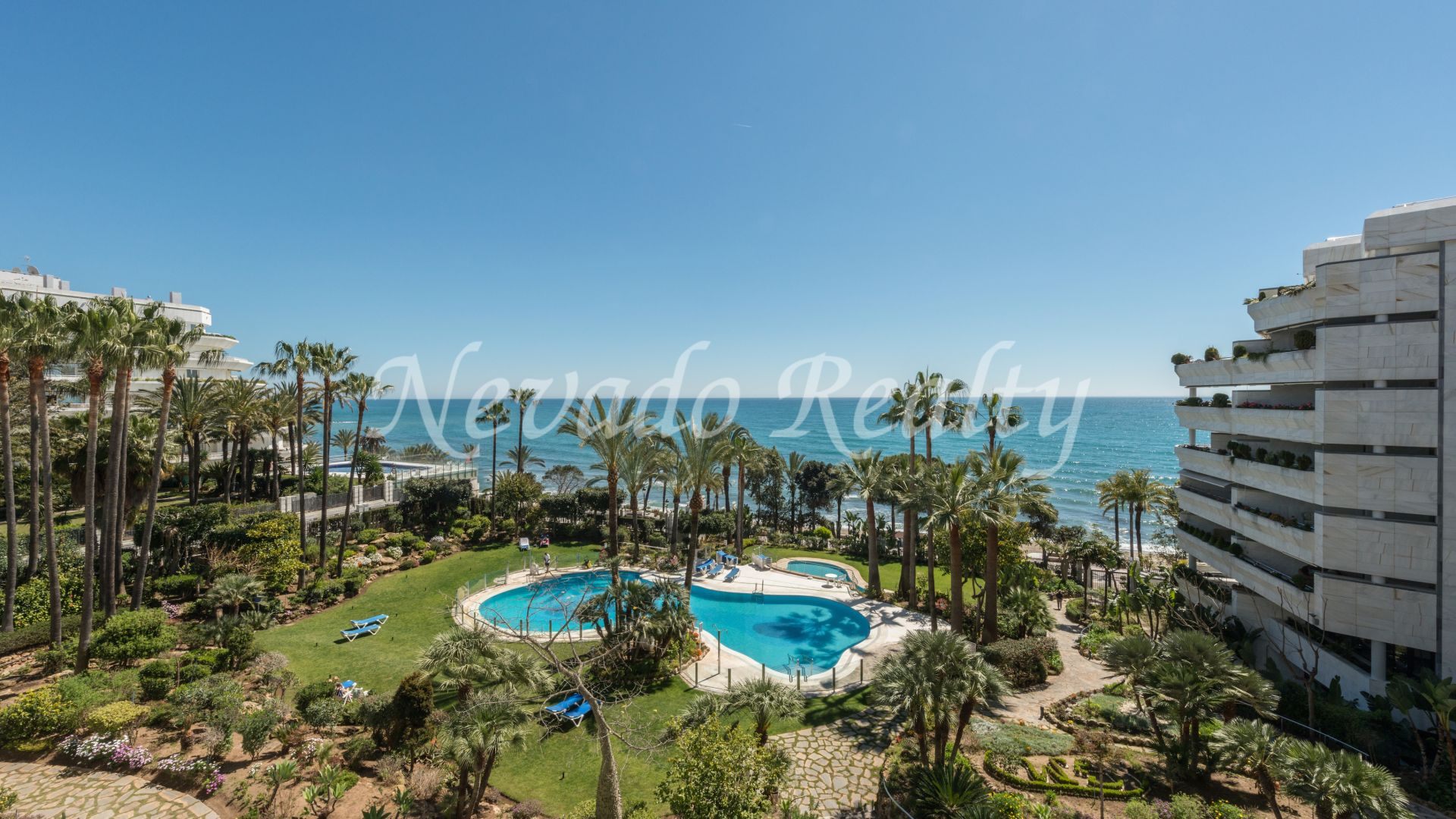 Apartment with sea views for sale in Gran Marbella