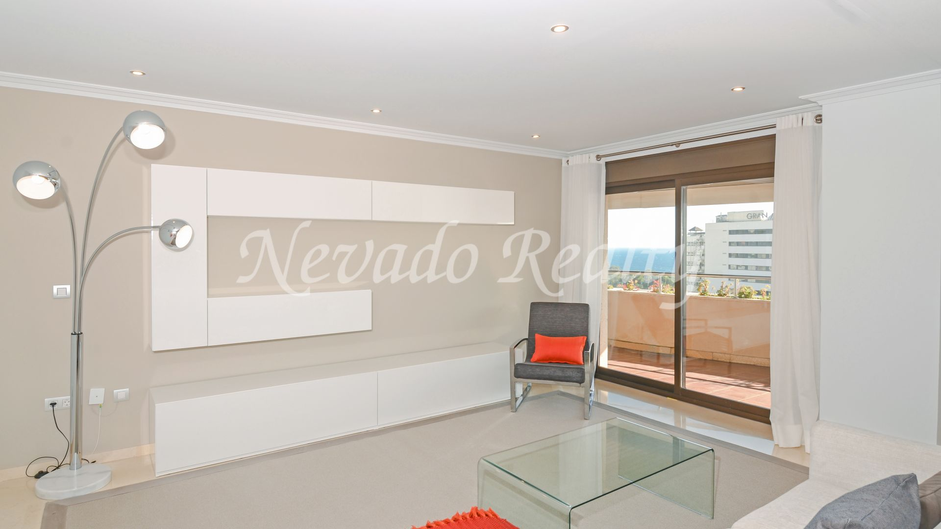 Spacious and bright penthouse with sea views for sale in Residencial Palacio de Congresos