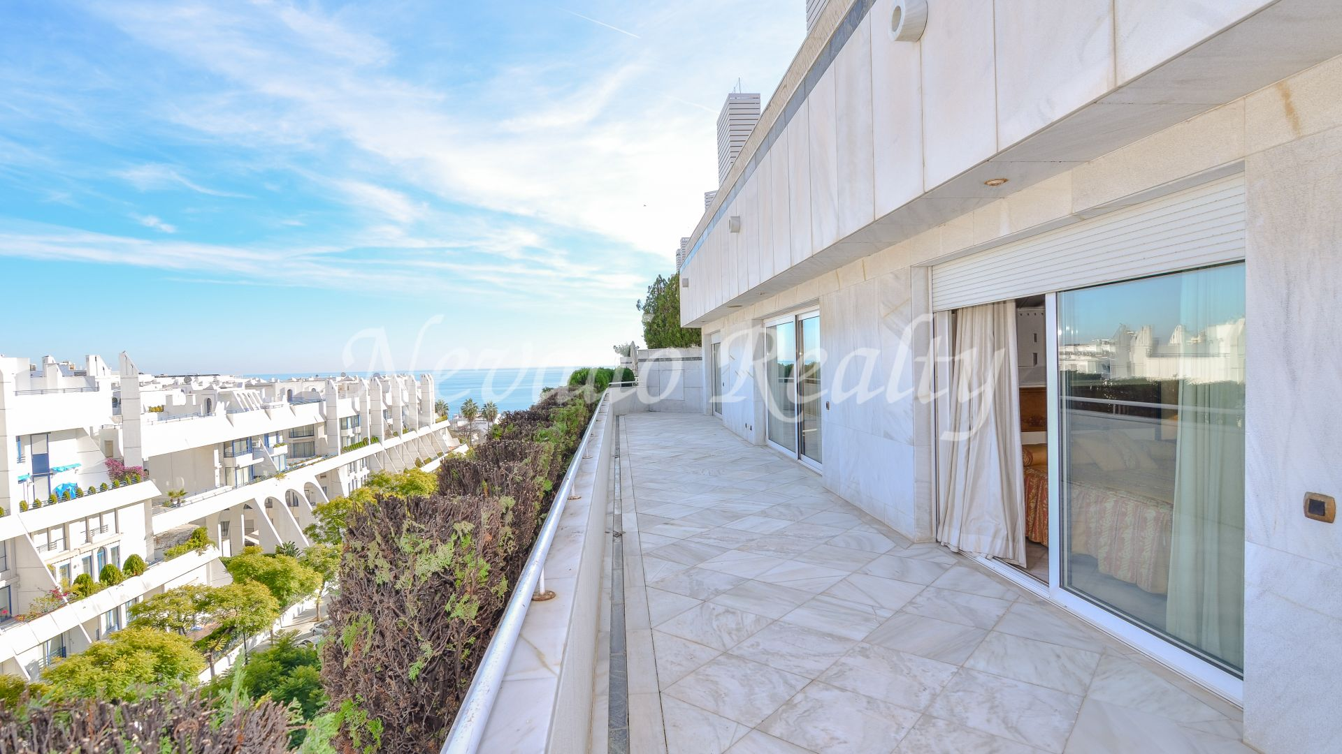 Excellent beachside penthouse for sale in residential area in Marbella