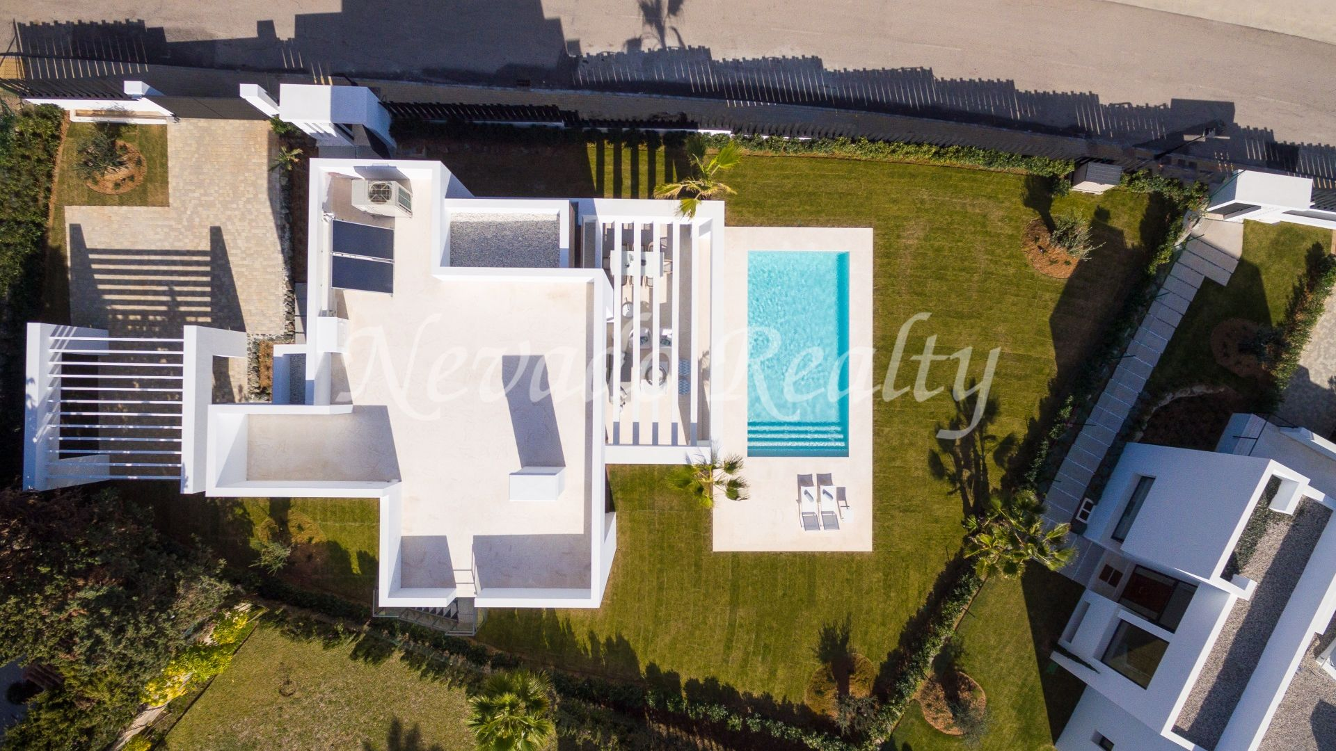 Fantastic opportunity! Brand new villa for sale close to golf courses in El Paraiso