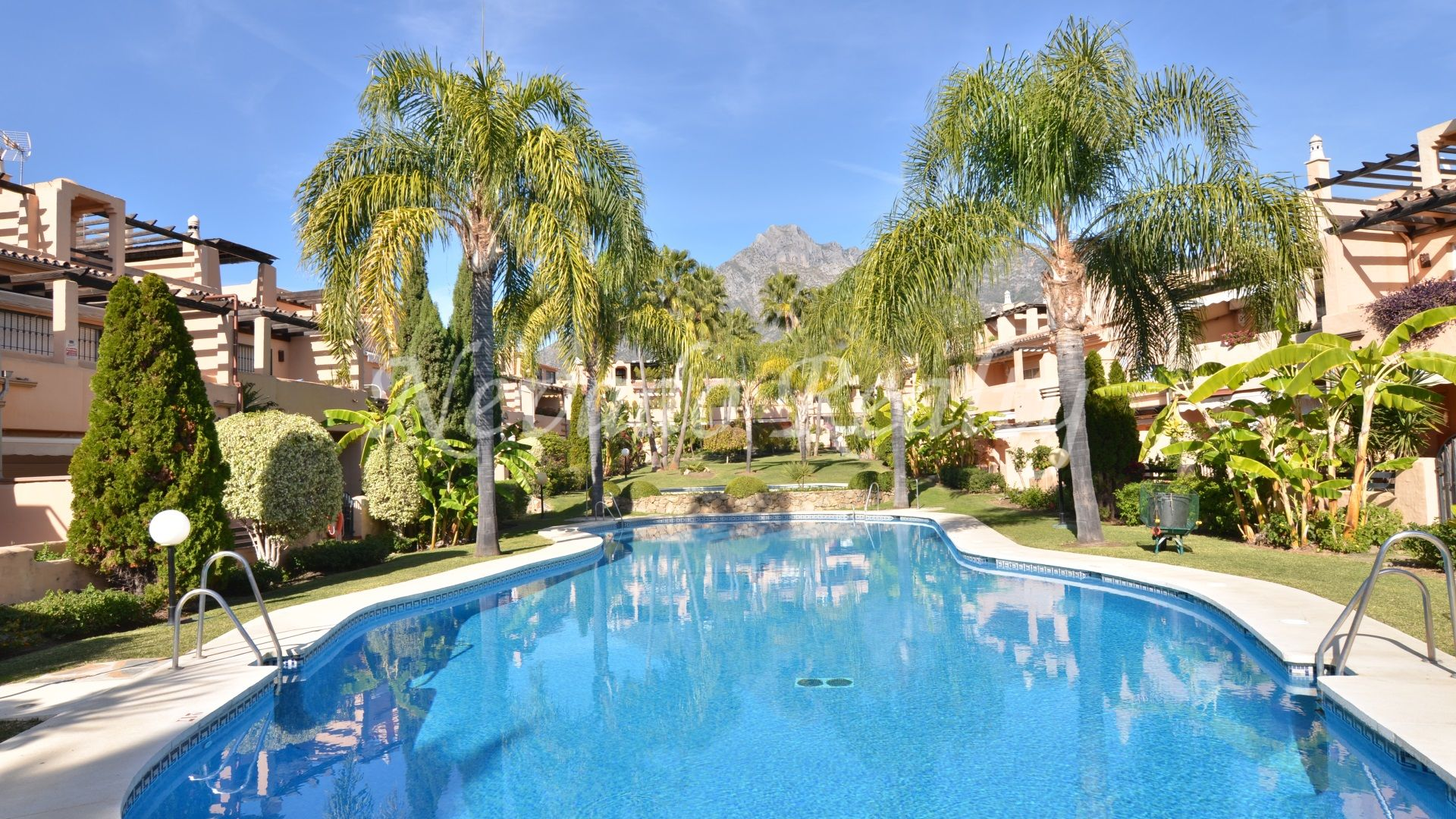 Beautiful townhouse for sale on the Golden Mile of Marbella