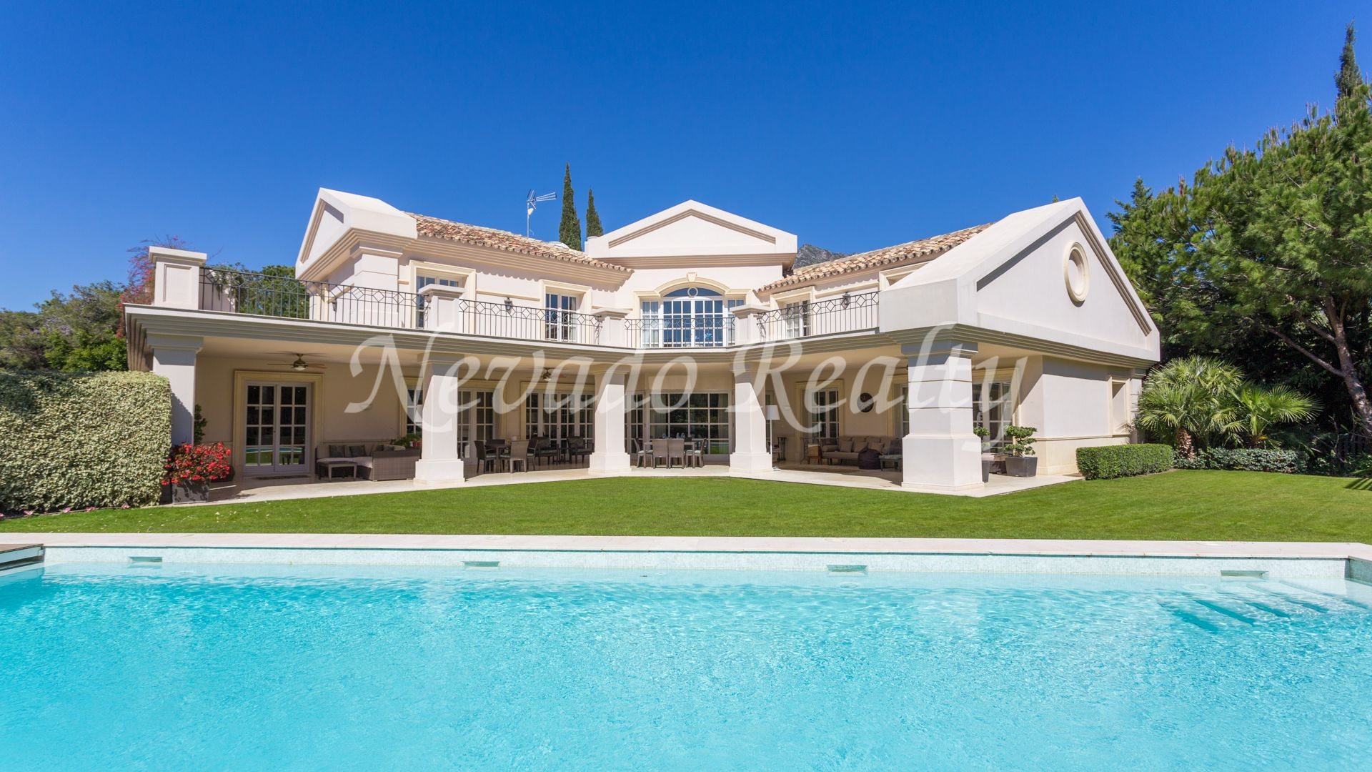 Impeccable villa in a private and luxury complex in Marbella Golden Mile