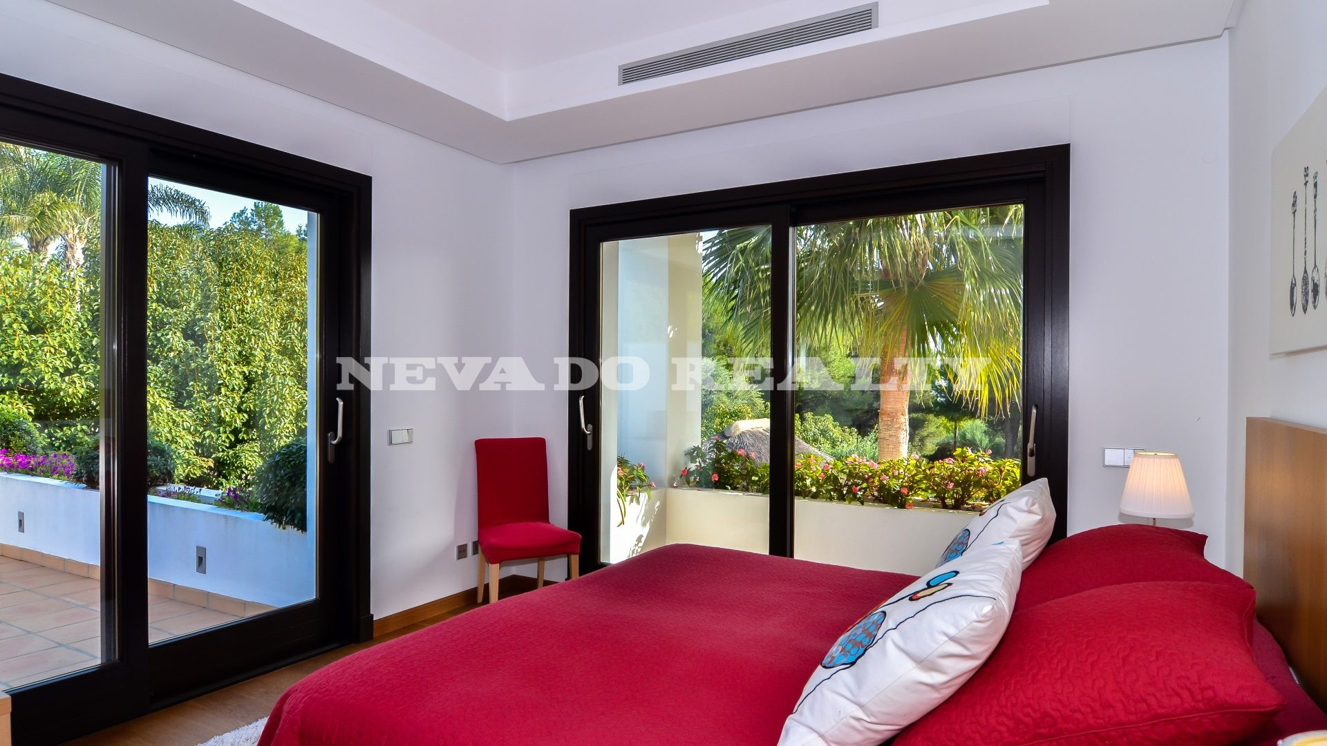 Lovely villa for sale in Altos Reales, privacy and stylish details