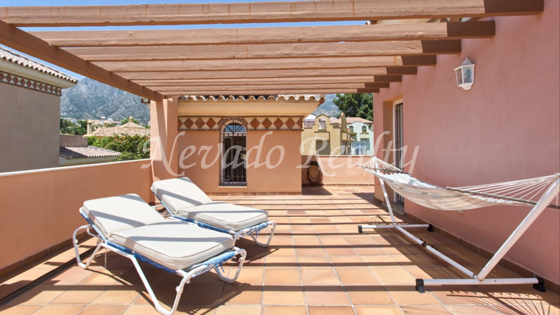 Magnificent townhouse for sale in Huerta Belón, privacy and tranquility