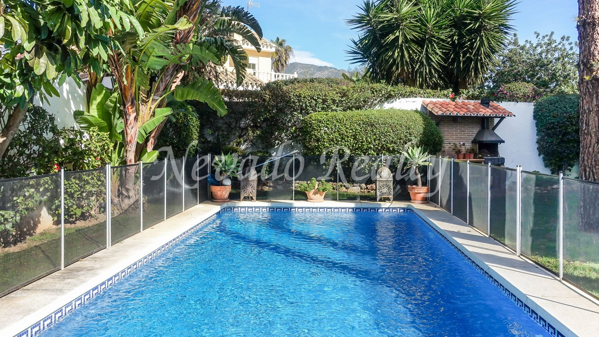 Excellent villa in the city center with sea and mountain views