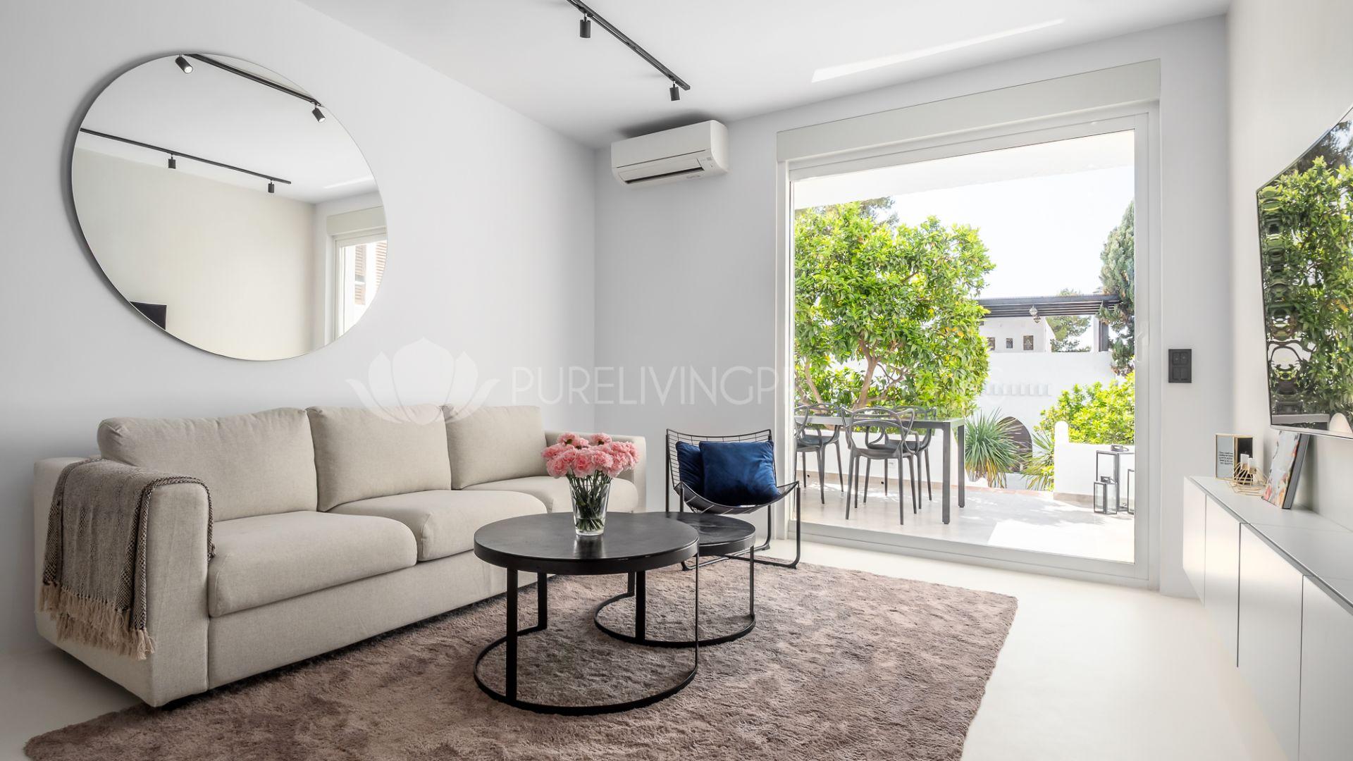 Charming refurbished apartment in Pueblo Arabesque, Nueva Andalucia.