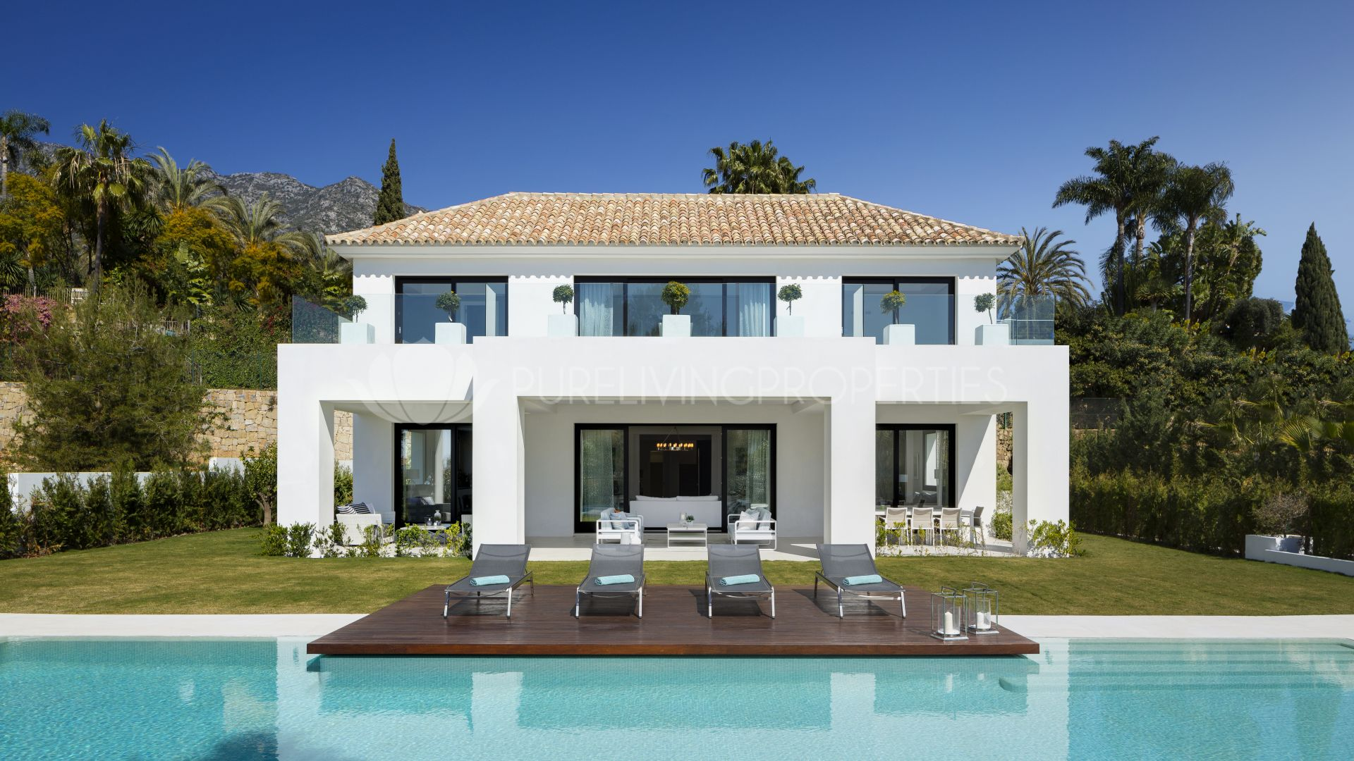 Properties for sale in marbella real estate in puente romano for Mansiones modernas