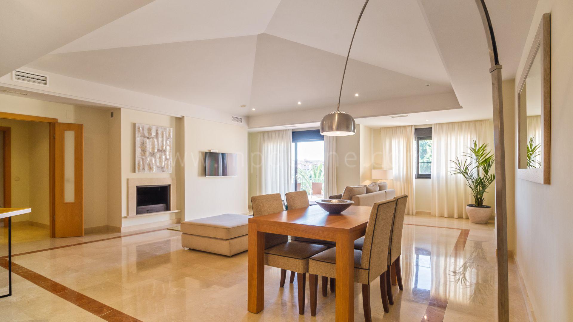 wohnung zum verkauf in marbella puerto banus. Black Bedroom Furniture Sets. Home Design Ideas