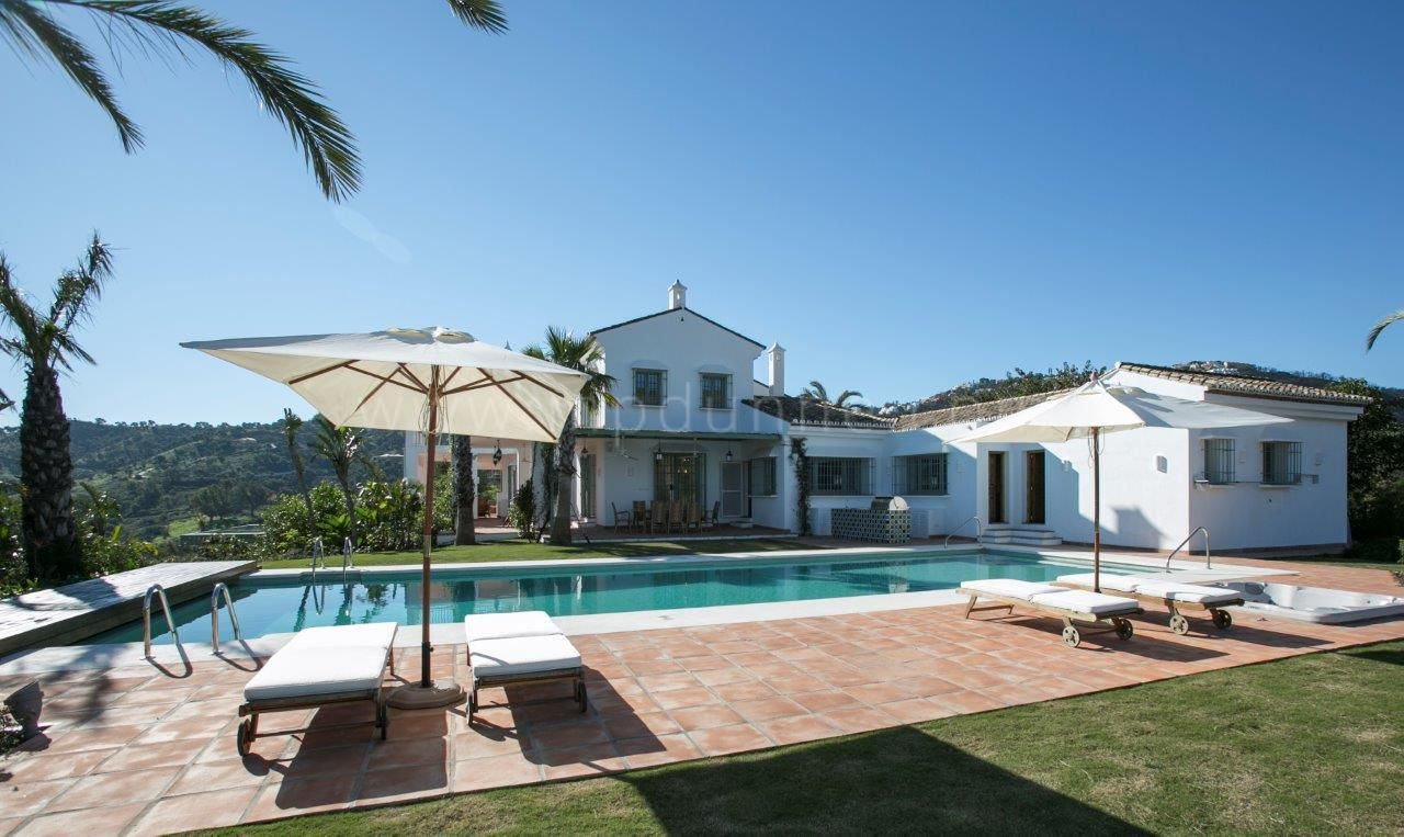 Cortijo for sale in La Mairena, Marbella East