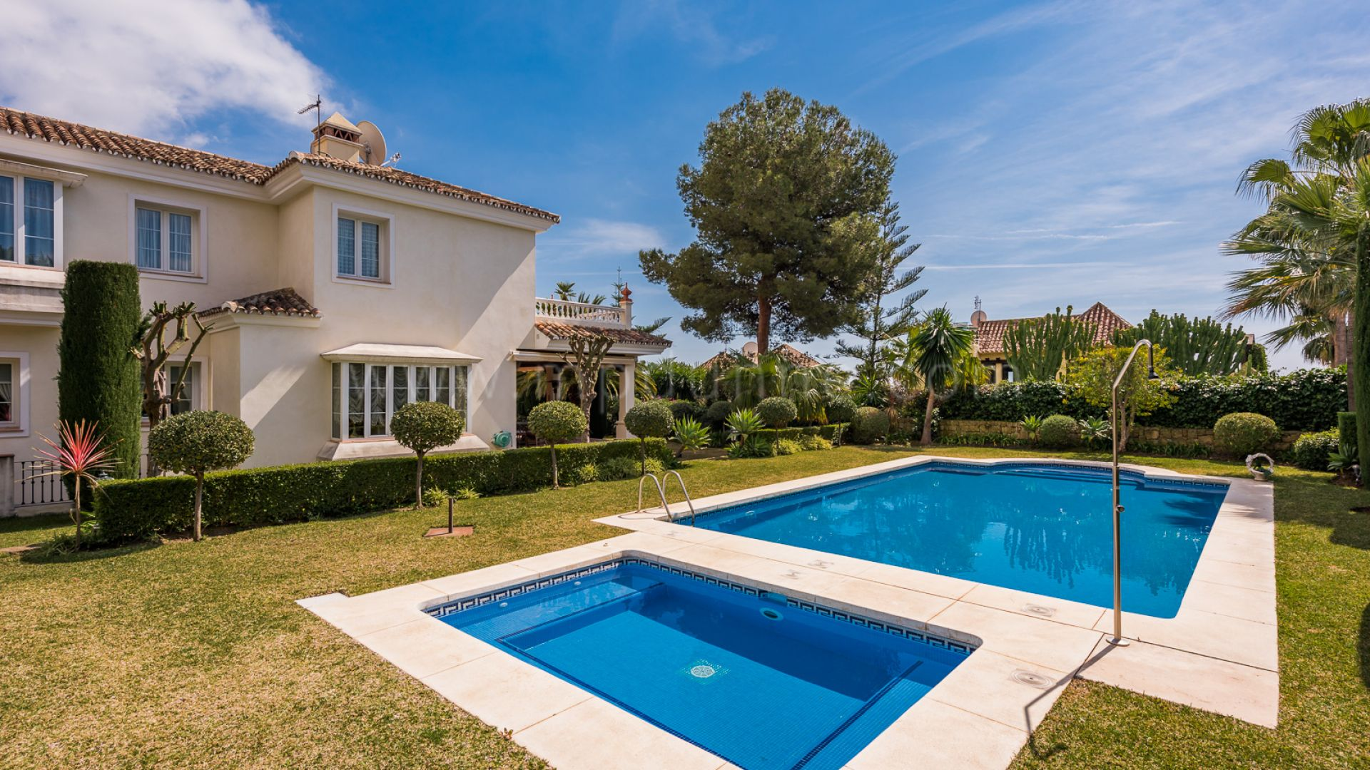 Villa avec 6 chambres coucher et vue panoramique sur la for Vente privee chambre a coucher