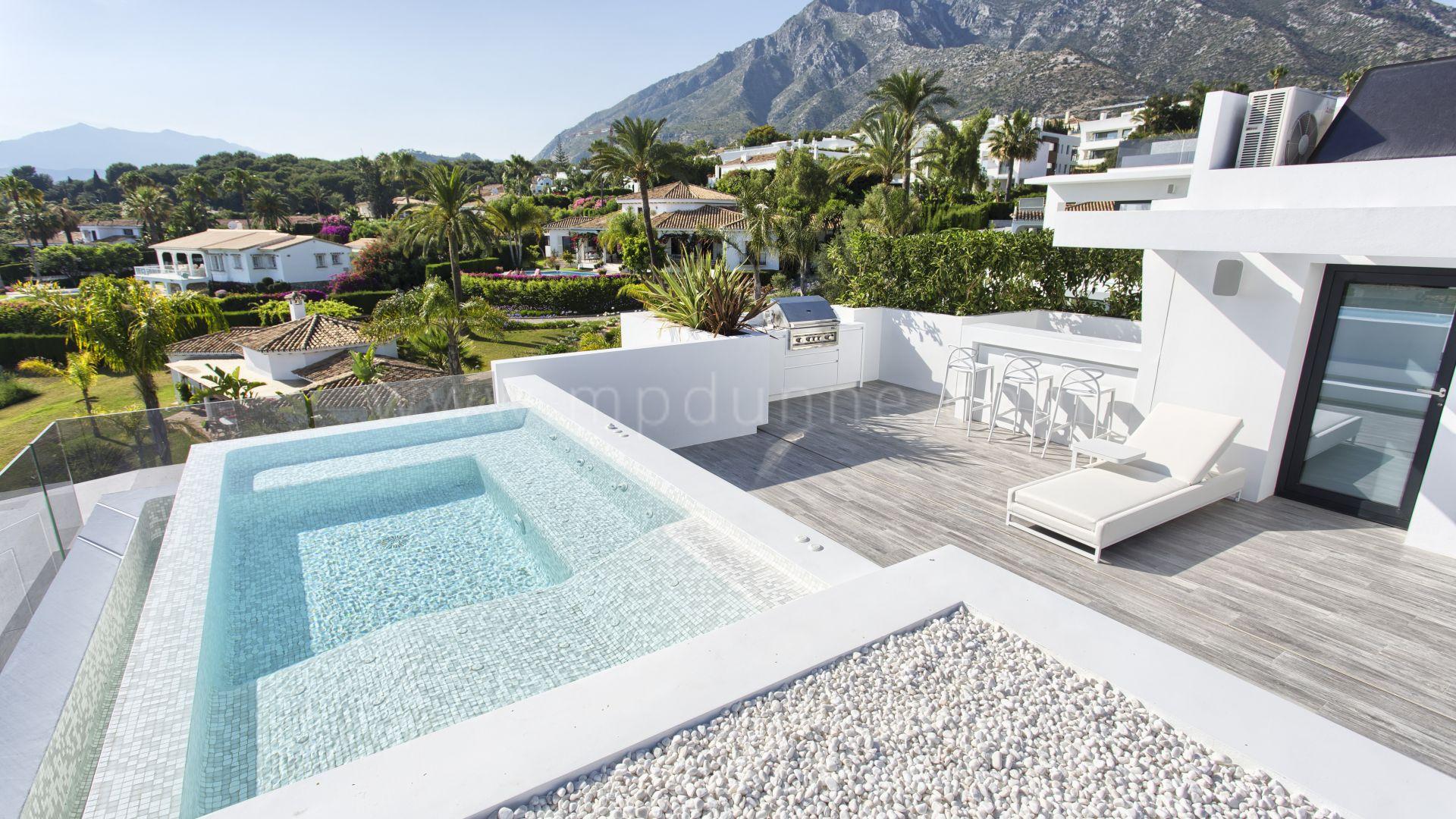 Marbella, Goldene Meile, Beeindruckende Villa im zeitgenössischen Stil